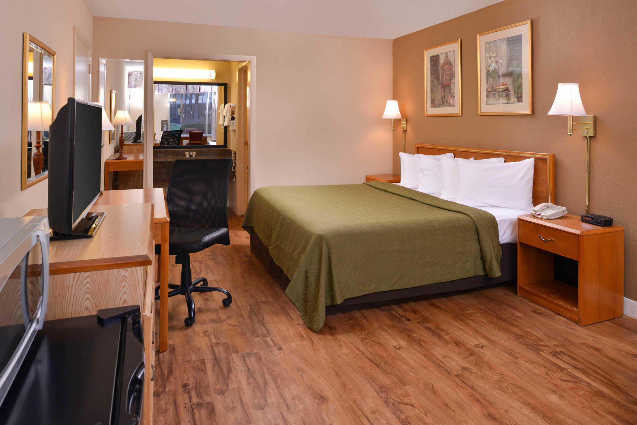 Quality Inn Dutch Inn image 20