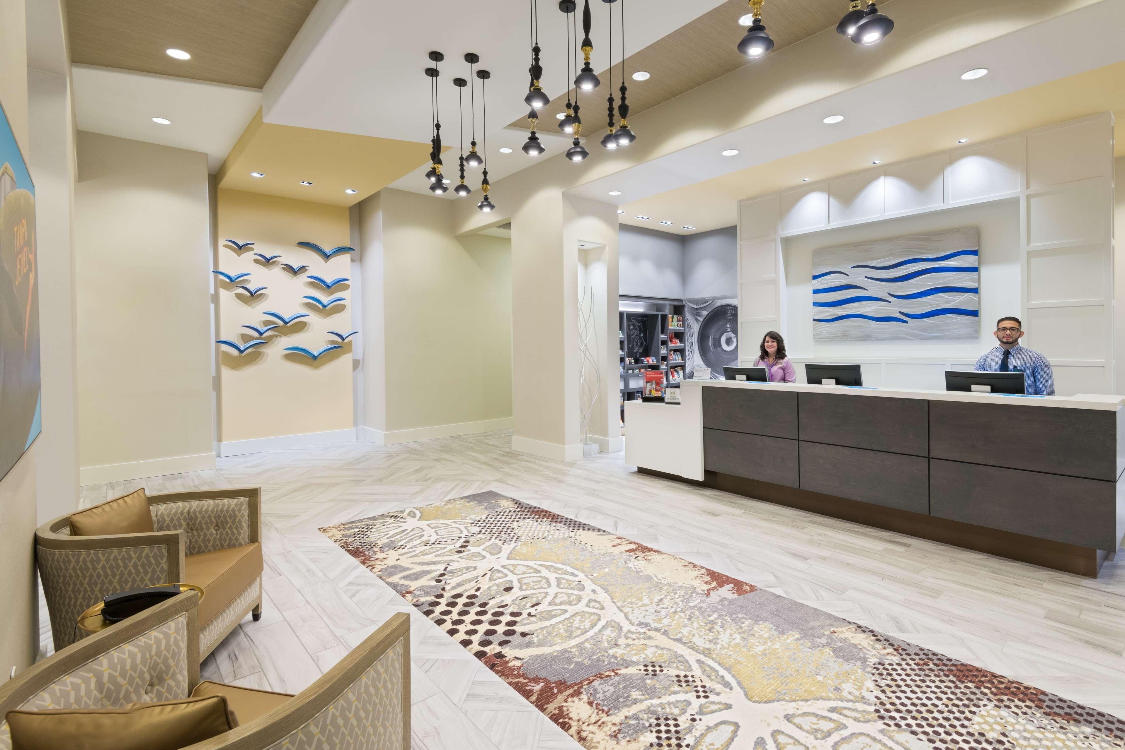 Hampton Inn & Suites Tampa Airport Avion Park Westshore image 4