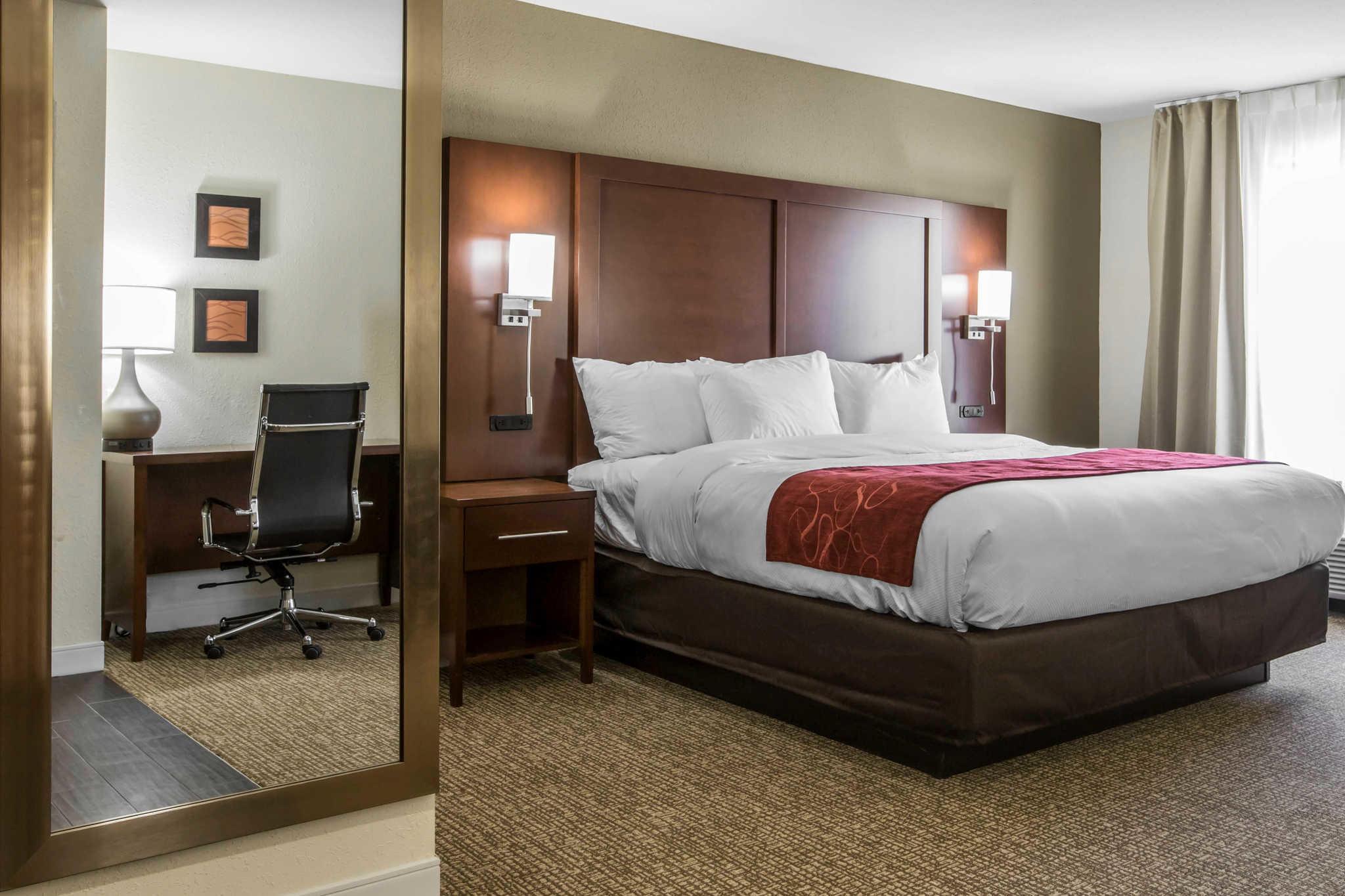 Comfort Inn & Suites West image 23