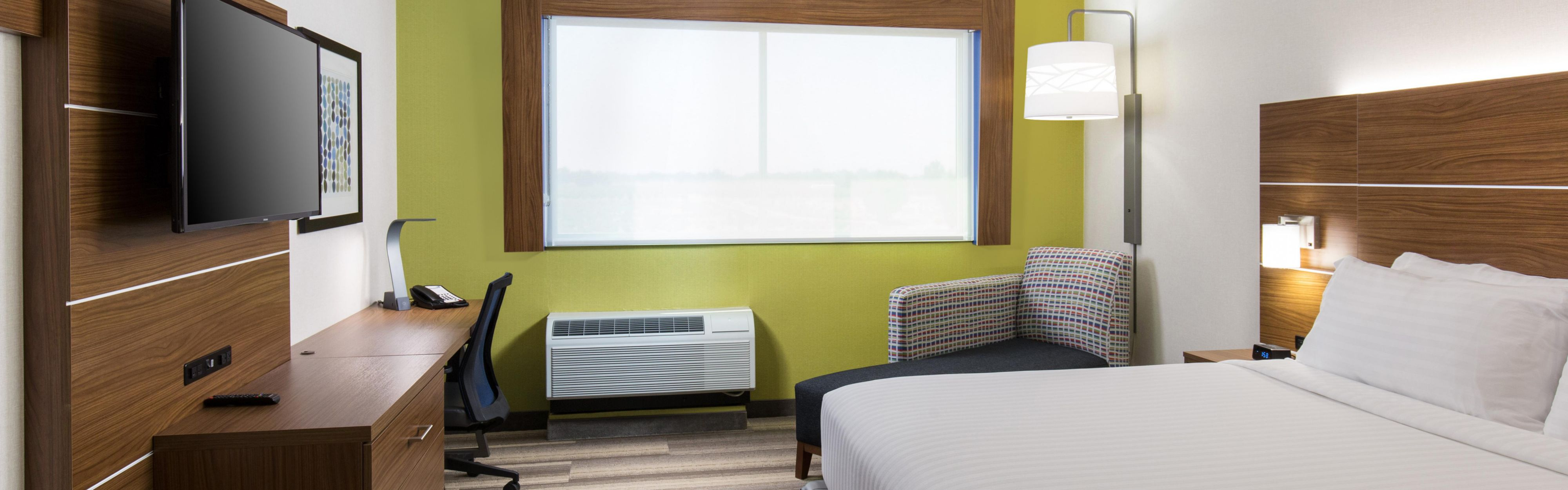 Holiday Inn Express Visalia image 1