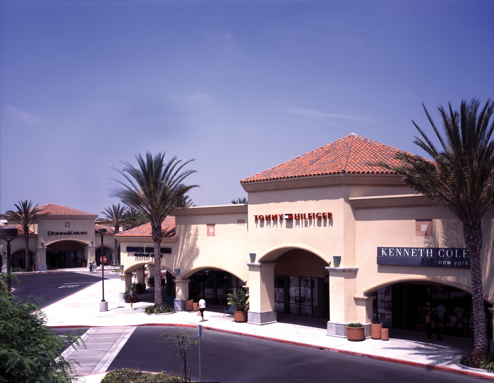 Located one hour from Los Angeles and Santa Barbara, Camarillo Premium Outlets is an outside center with over outlet stores that feature top designers, manufacturers' factory stores and deeply discounted merchandise from popular national chain stores.