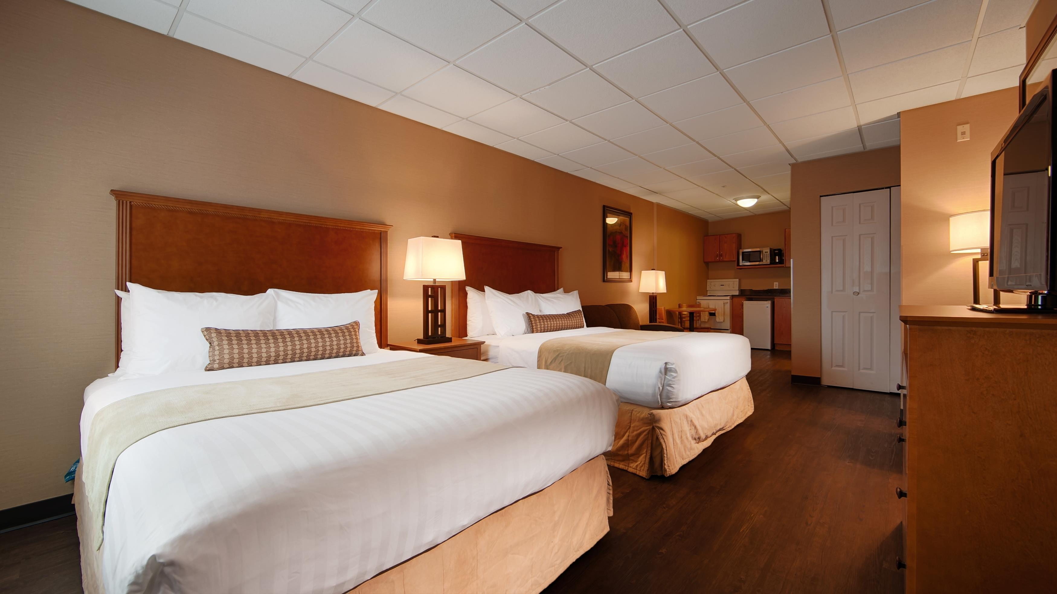 Best Western Plus Mission City Lodge in Mission: Kitchenette with 2 Queen Beds