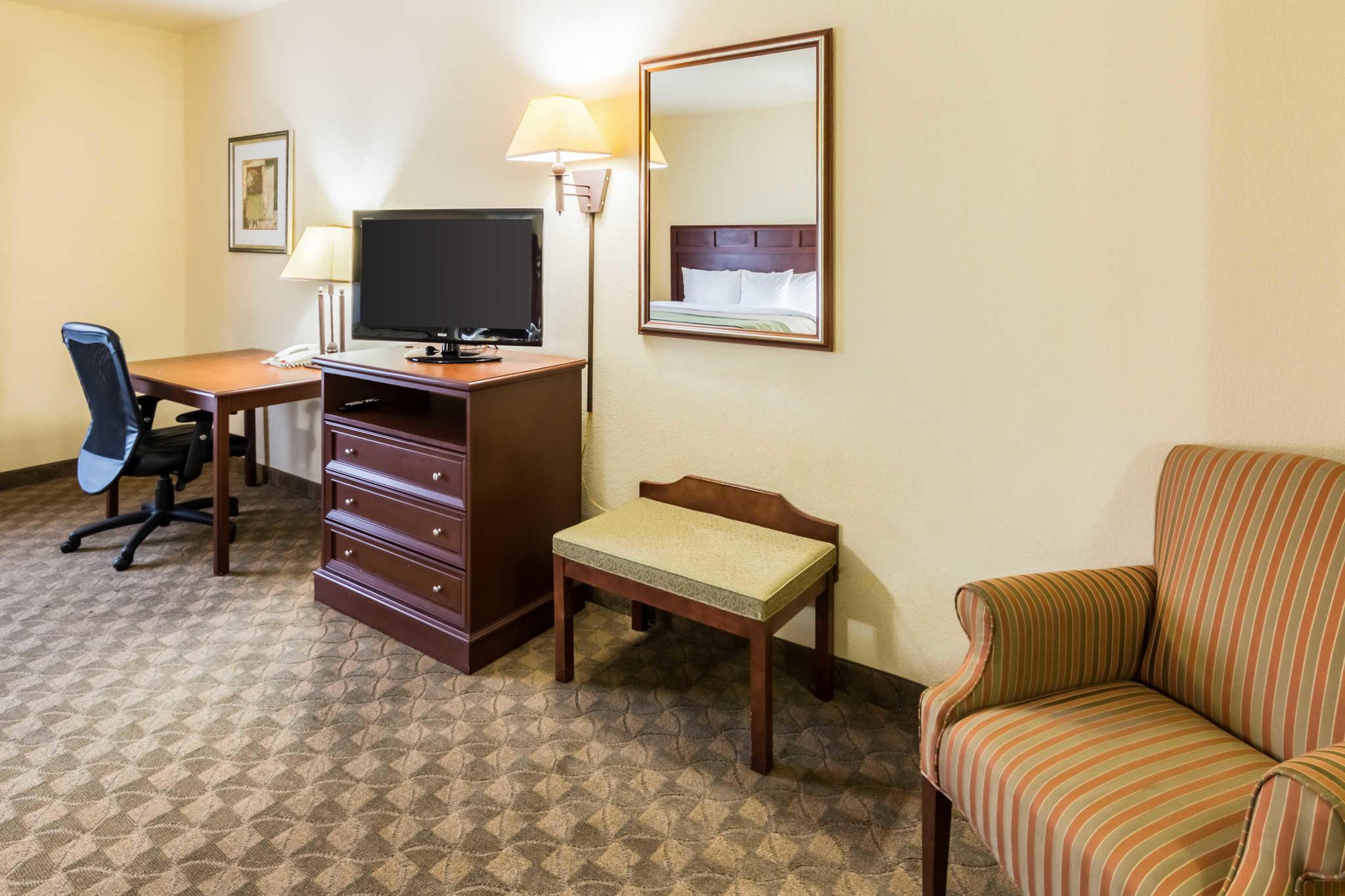 Comfort Inn & Suites near Comanche Peak image 23