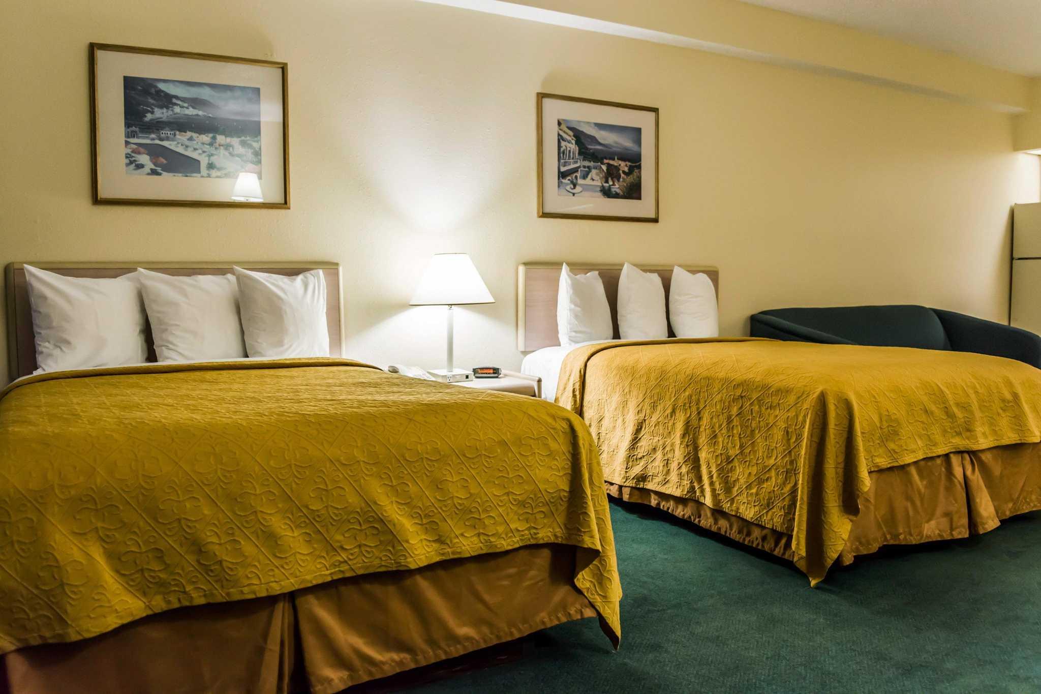 Quality Inn & Suites Golf Resort image 9