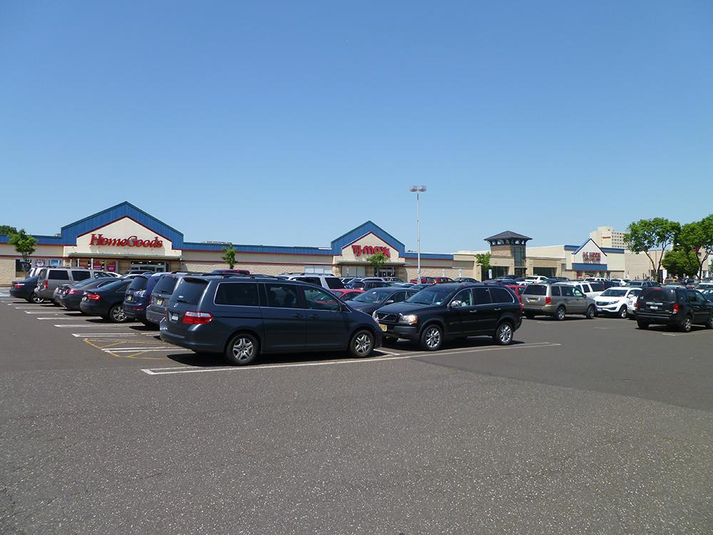 Lincoln Plaza image 1