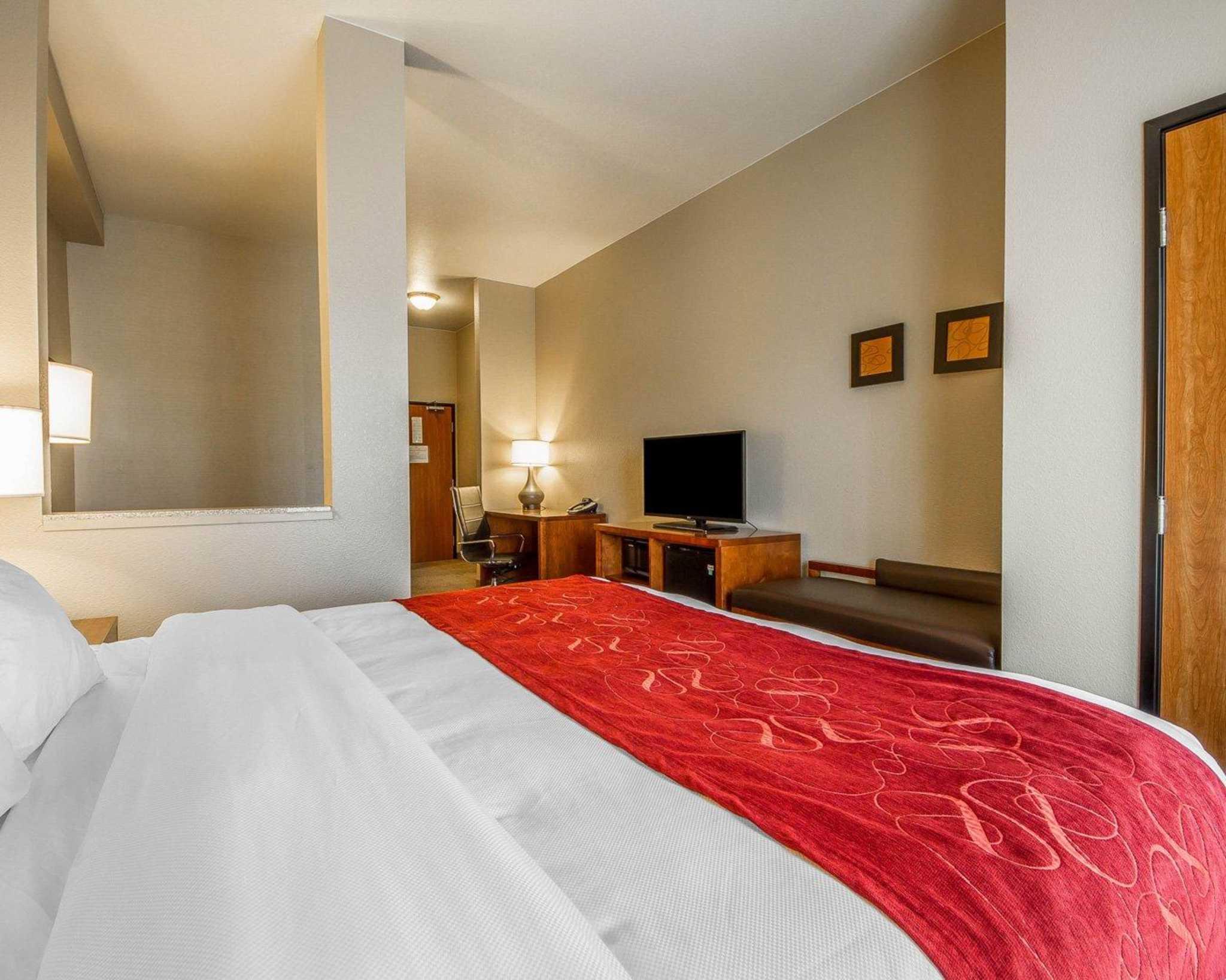 Comfort Suites Redding - Shasta Lake image 18