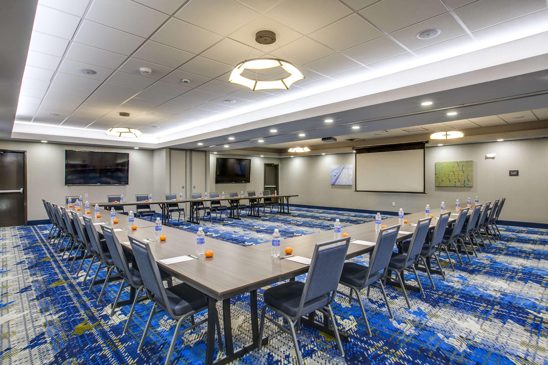 Hampton Inn & Suites Dallas/Ft. Worth Airport South image 37