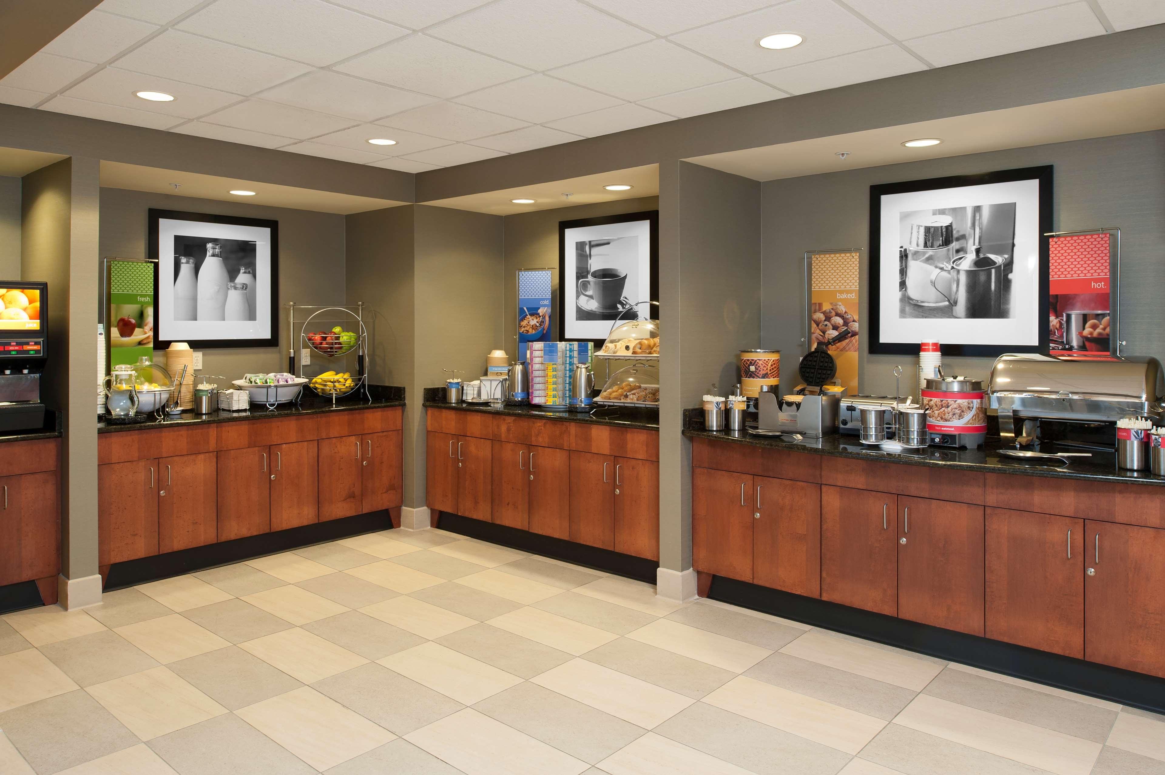 Hampton Inn & Suites Grand Rapids-Airport 28th St image 6