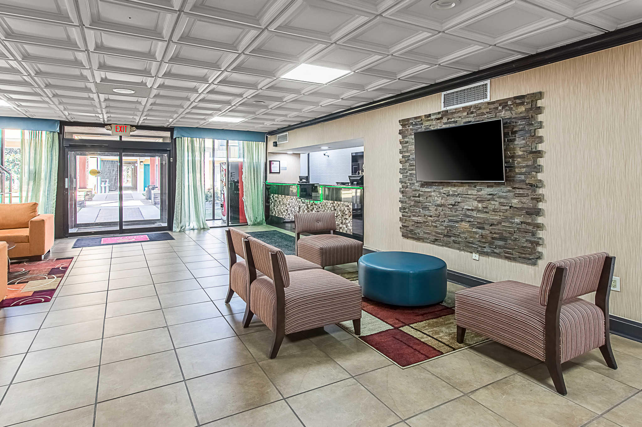 Clarion Inn Airport image 6