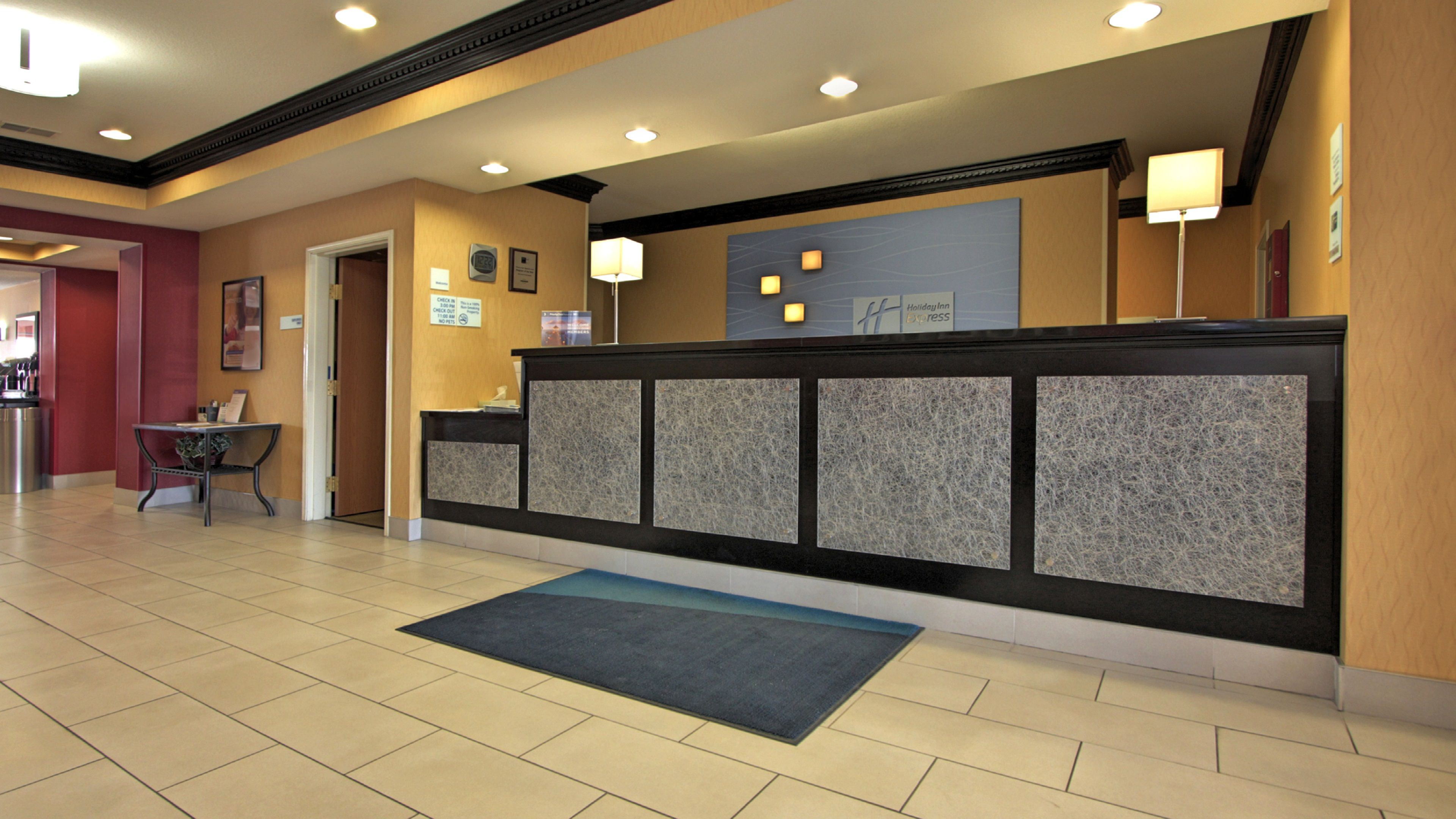 Holiday Inn Express & Suites Defiance image 4