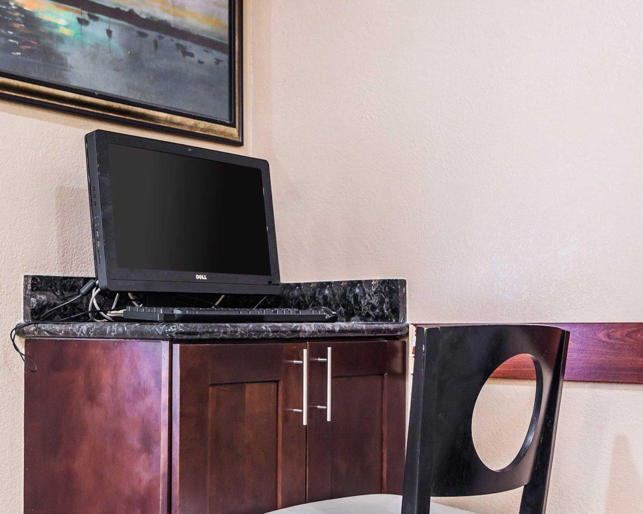 Quality Inn & Suites Des Moines Airport image 29