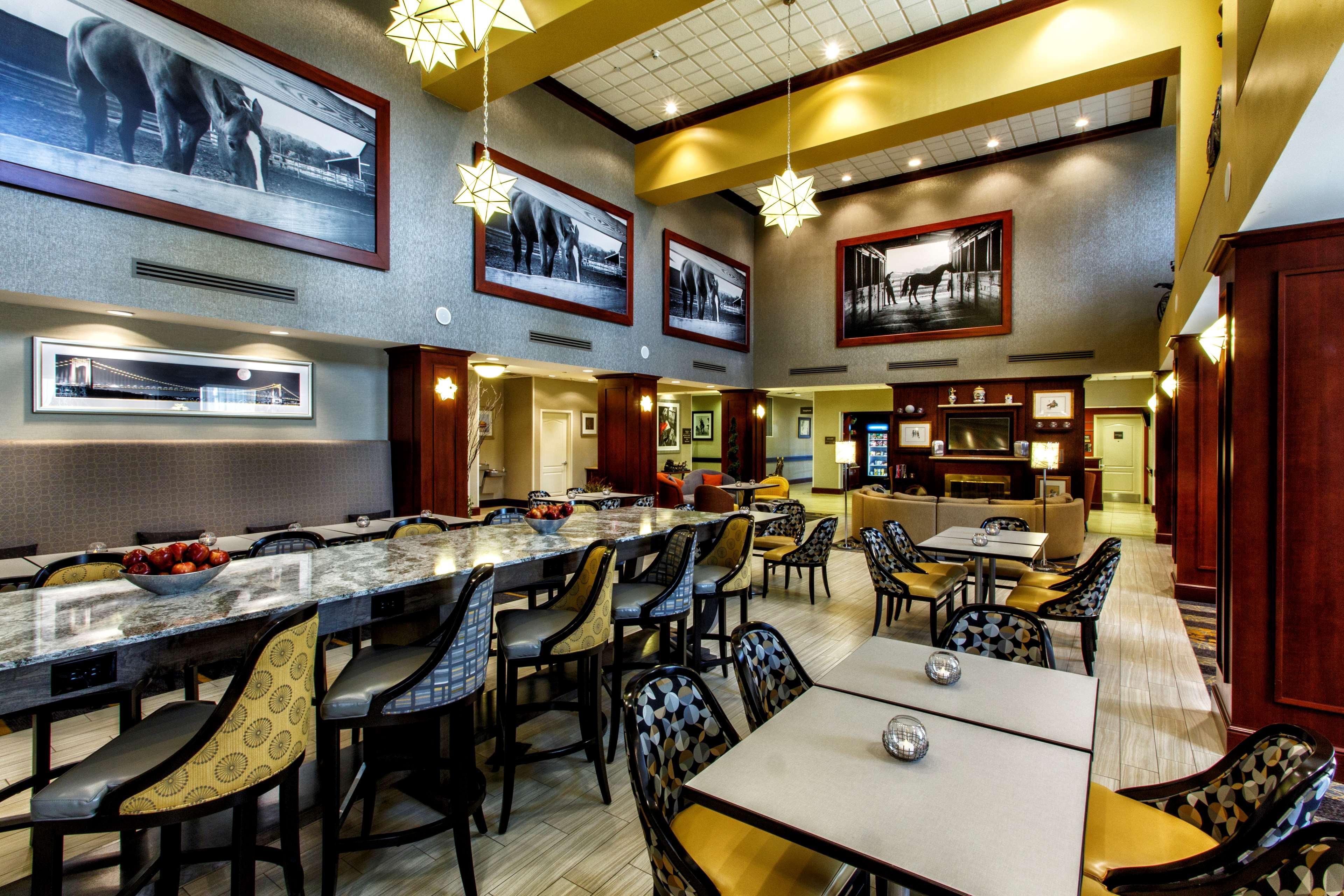 Hampton Inn & Suites Staten Island image 14