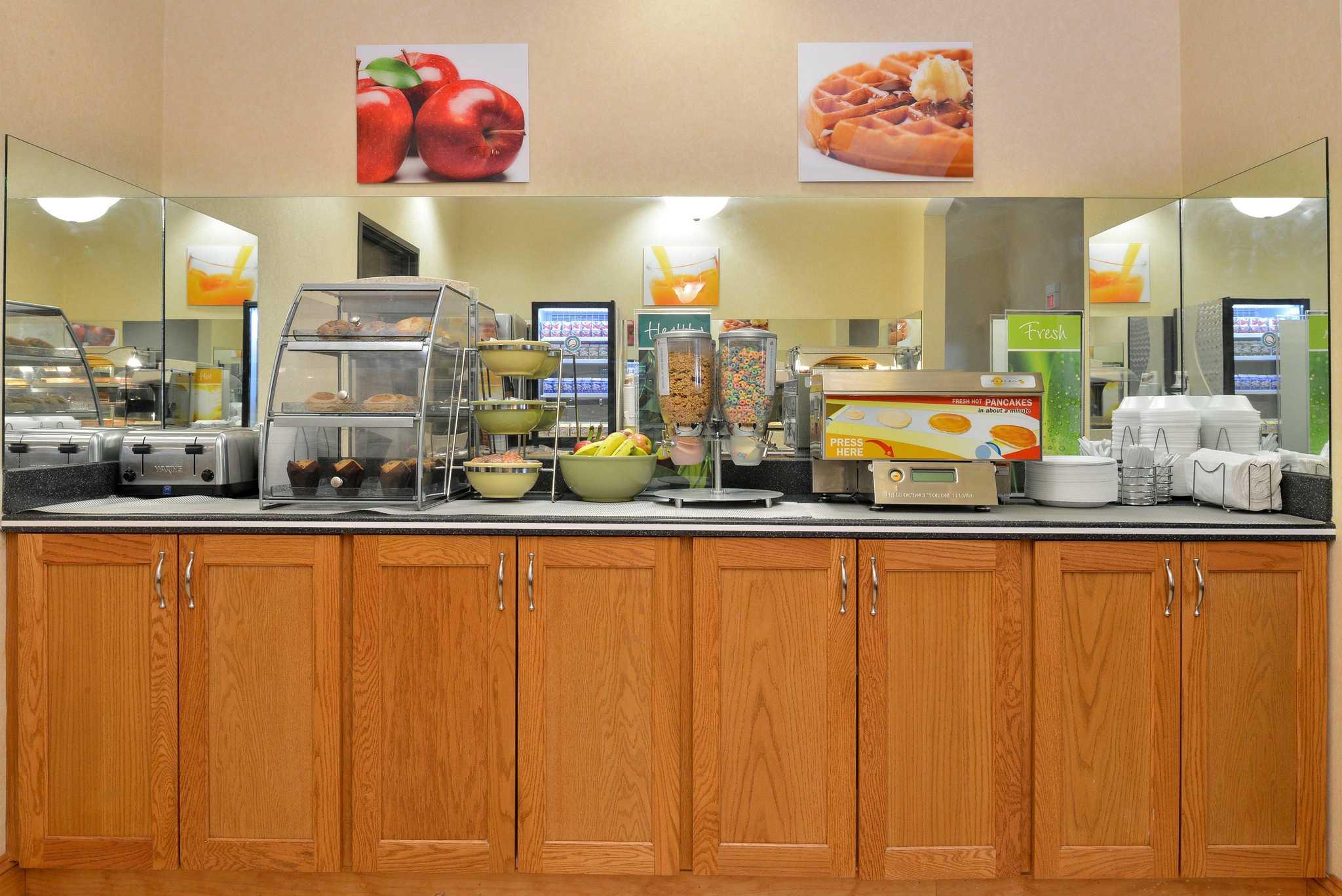 Quality Inn & Suites Jefferson City image 17