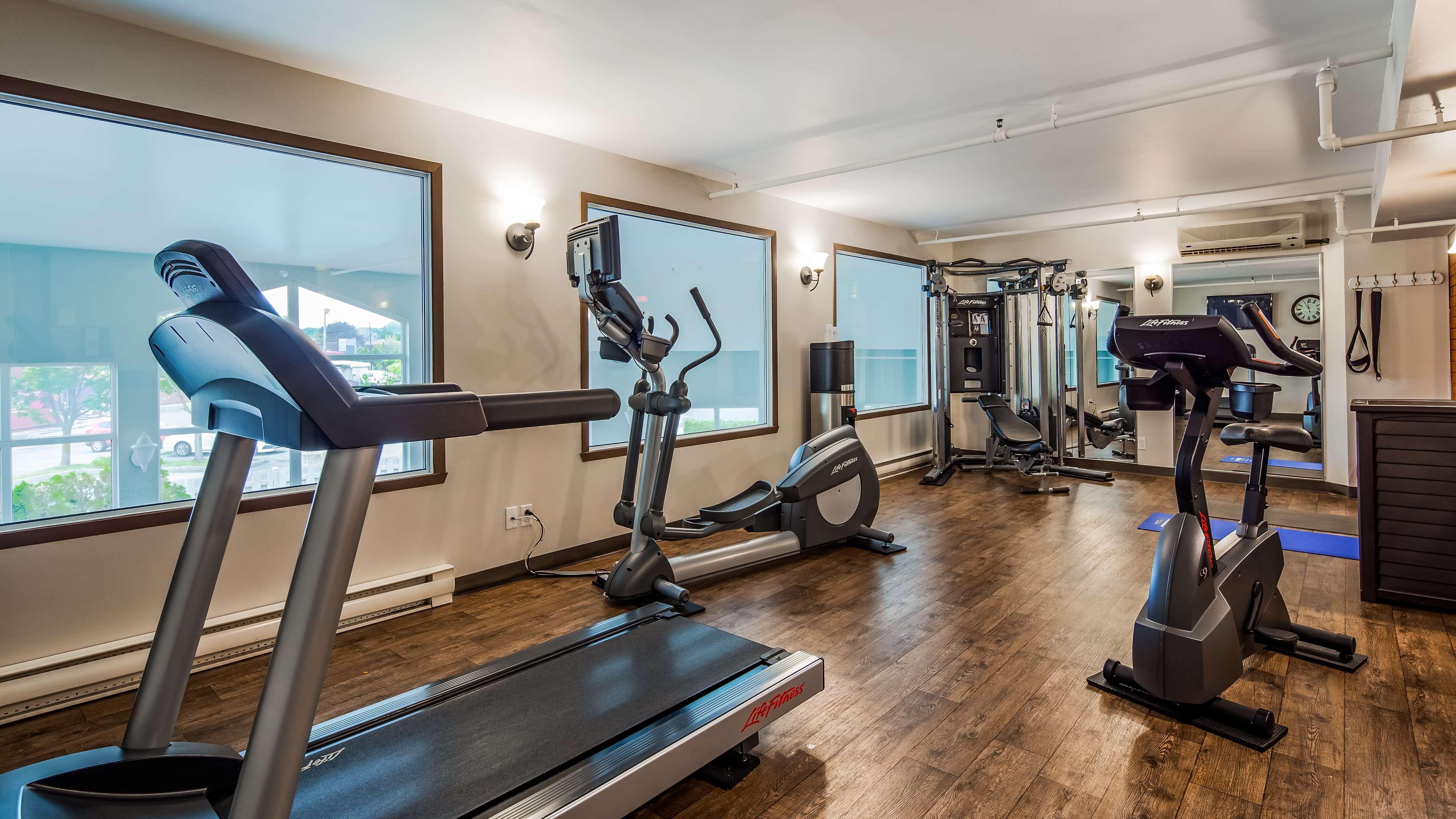 Best Western Hotel Brossard à Brossard: Fitness Centre
