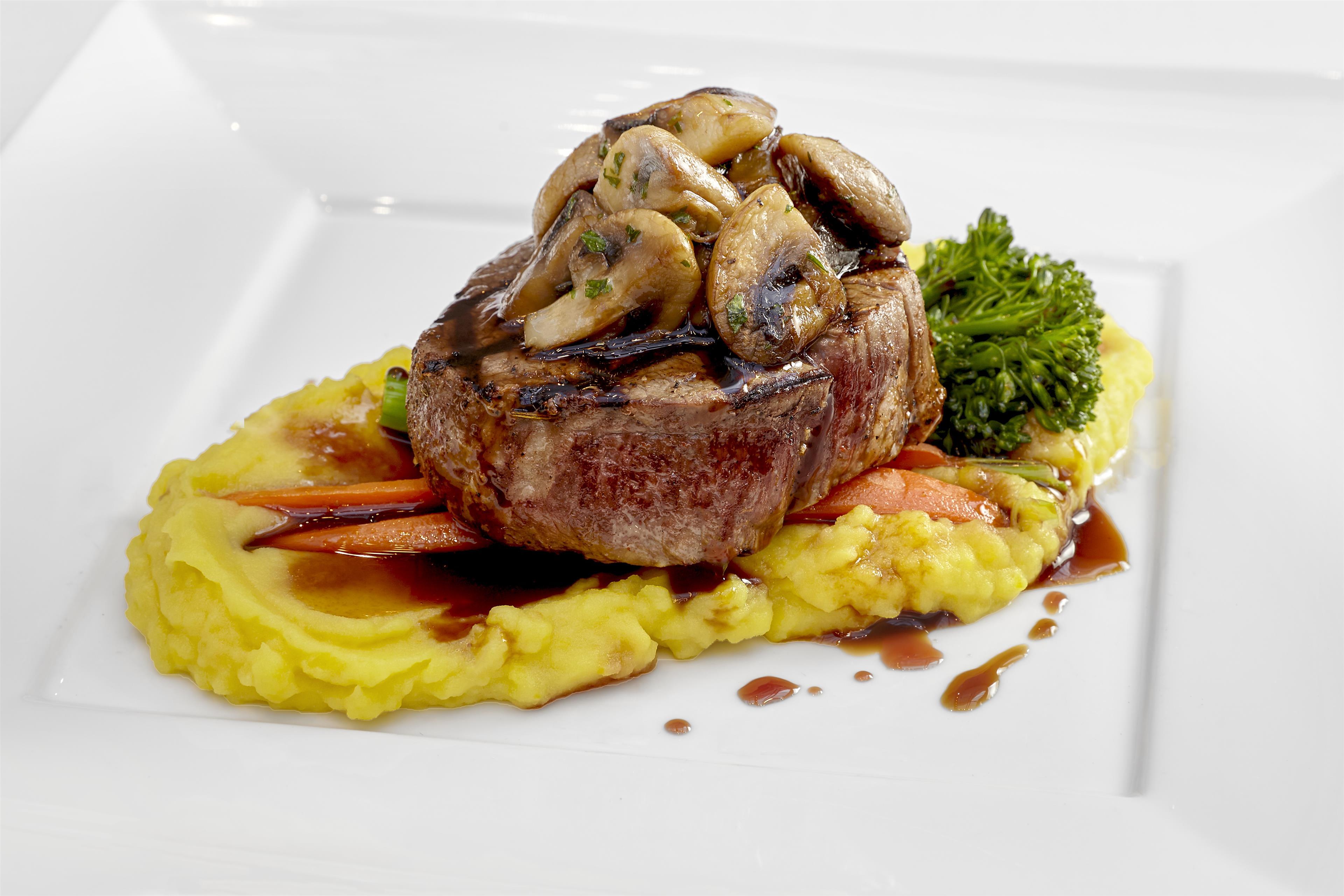 Sheraton Vancouver Guildford Hotel in Surrey: Dinner – 6 ounce Tenderloin