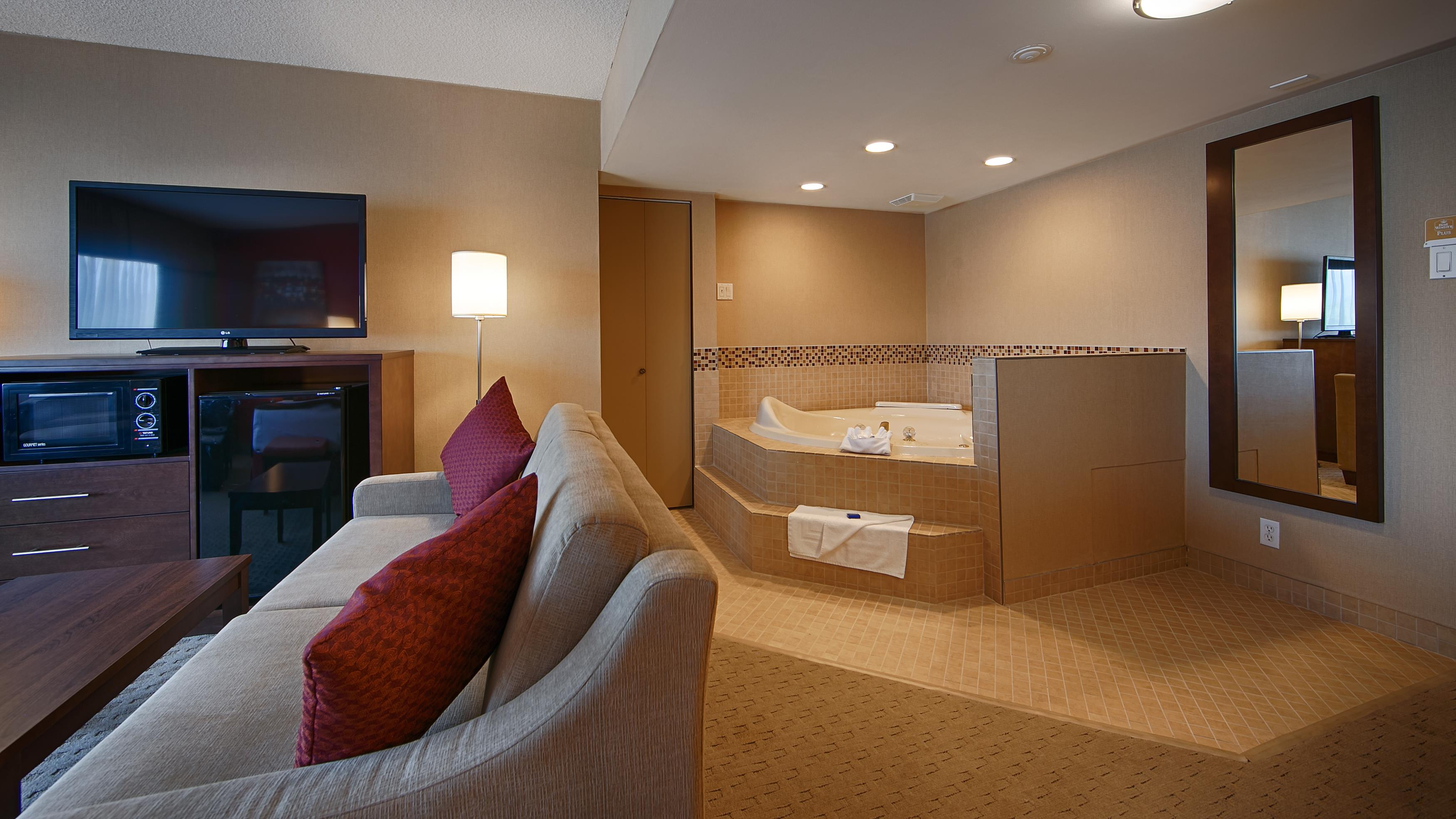 Best Western Terrace Inn in Terrace: King Suite - Jacuzzi®