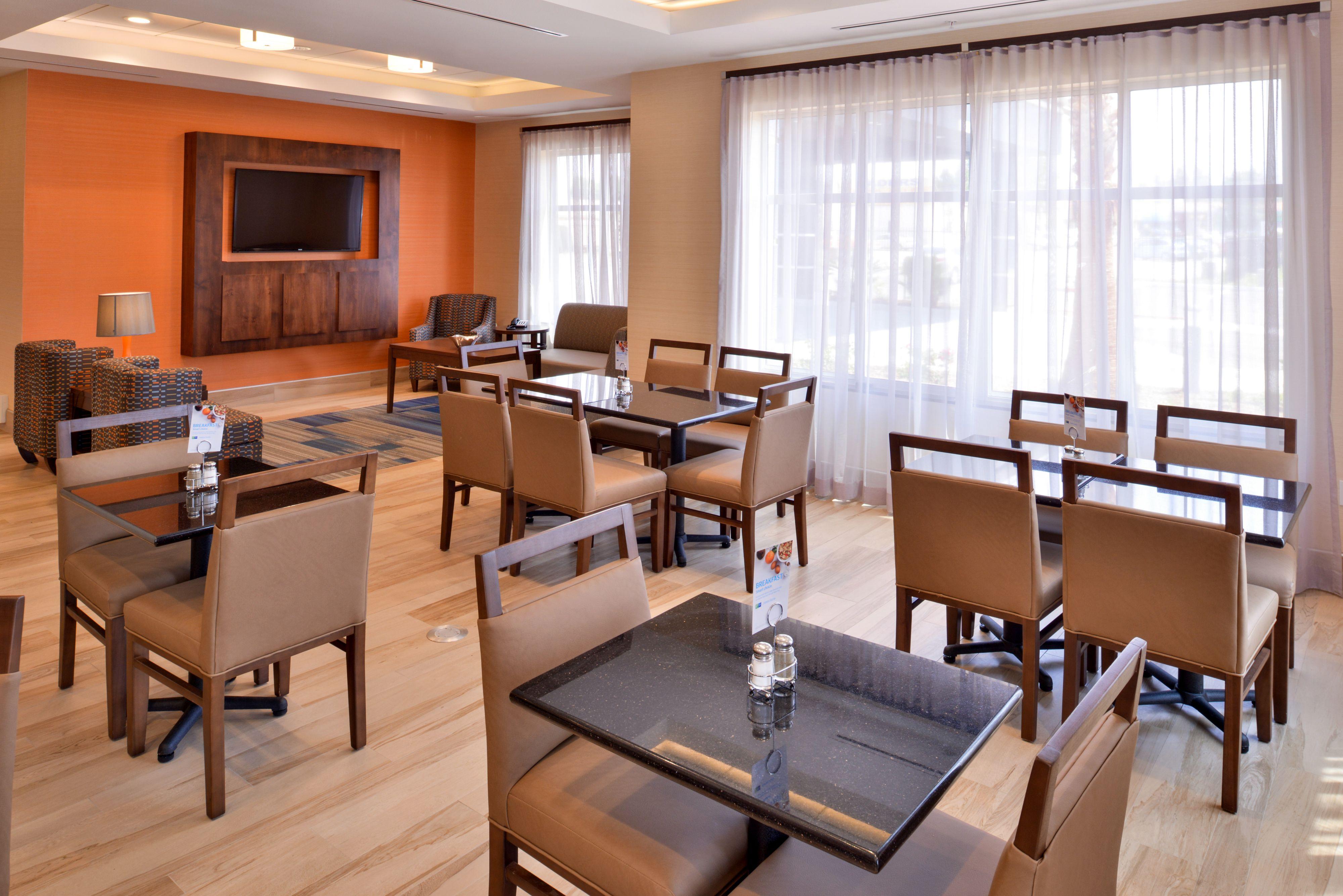 Holiday Inn Express & Suites Loma Linda- San Bernardino S image 4