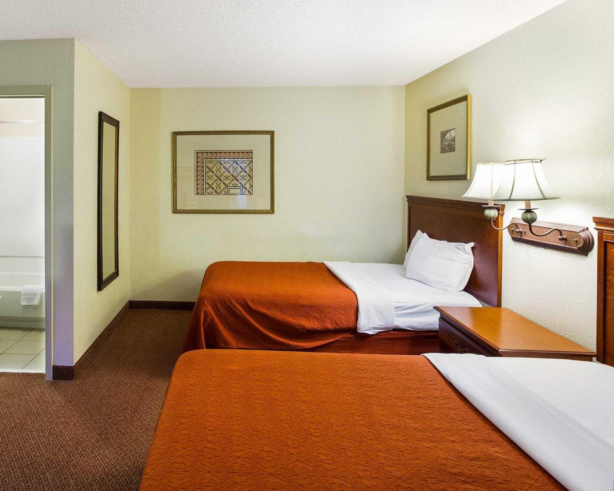 Rodeway Inn & Suites Fiesta Park image 33