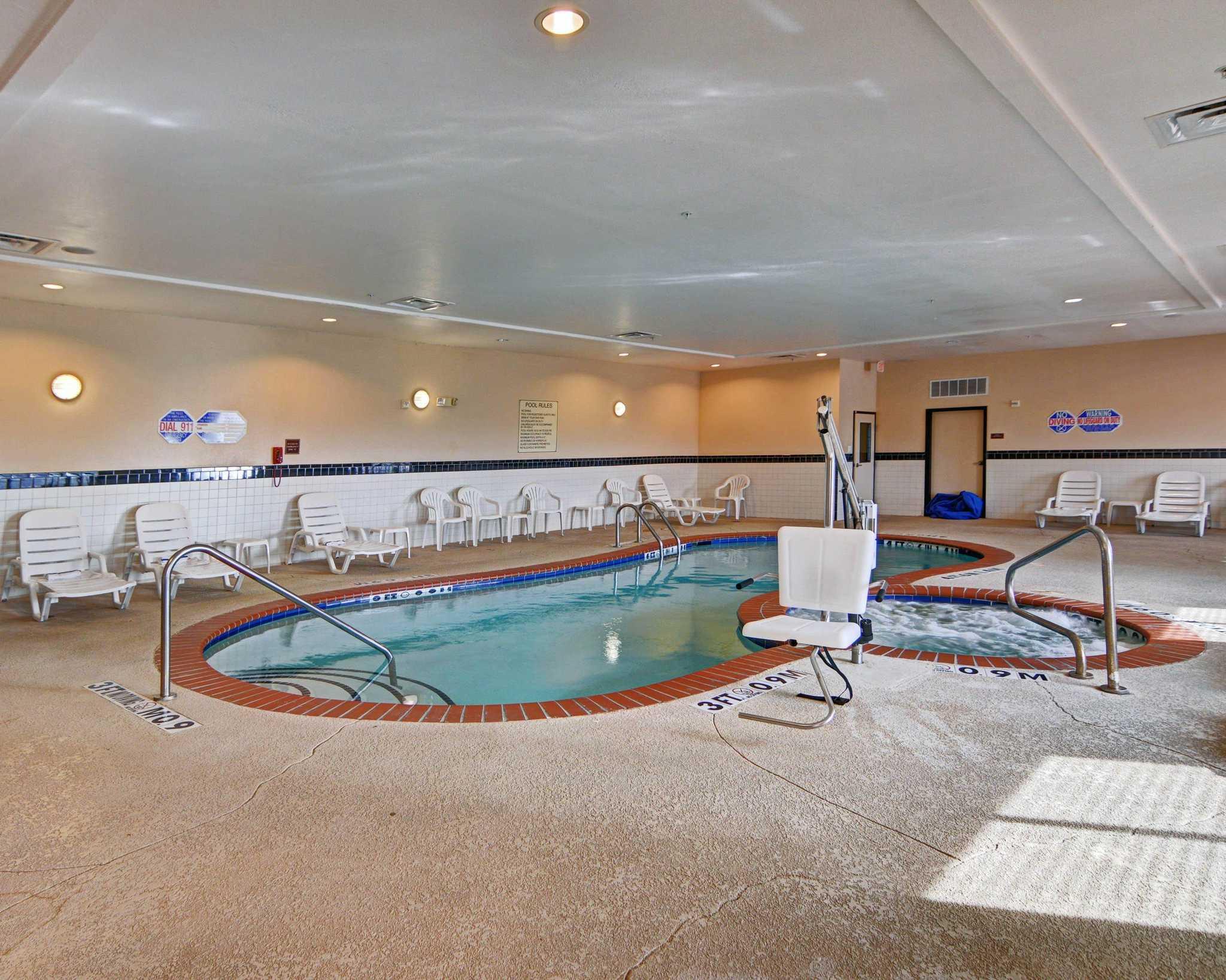 Comfort Suites Near Cedar Creek Lake image 7