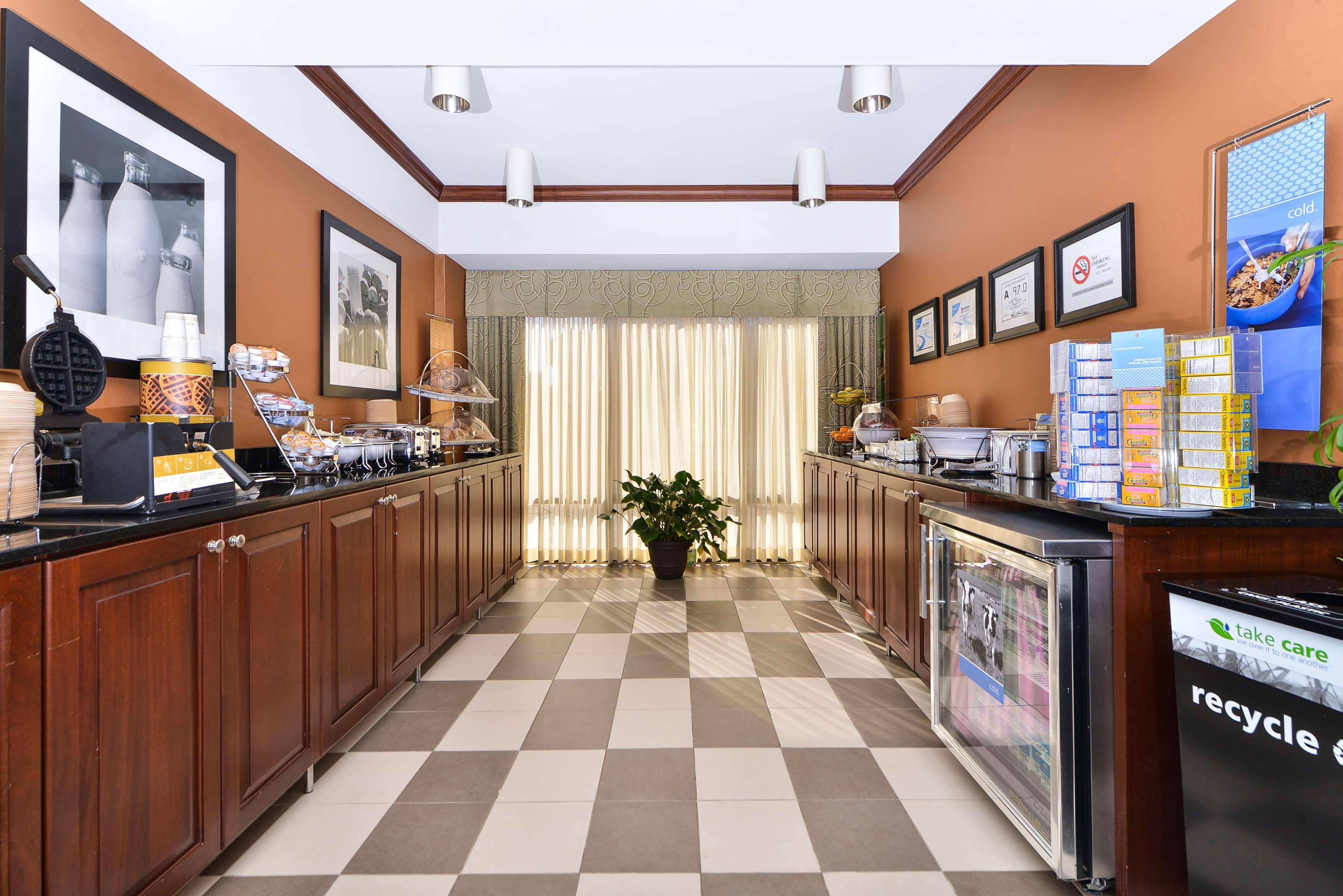 Hampton Inn Greensboro-Airport image 18