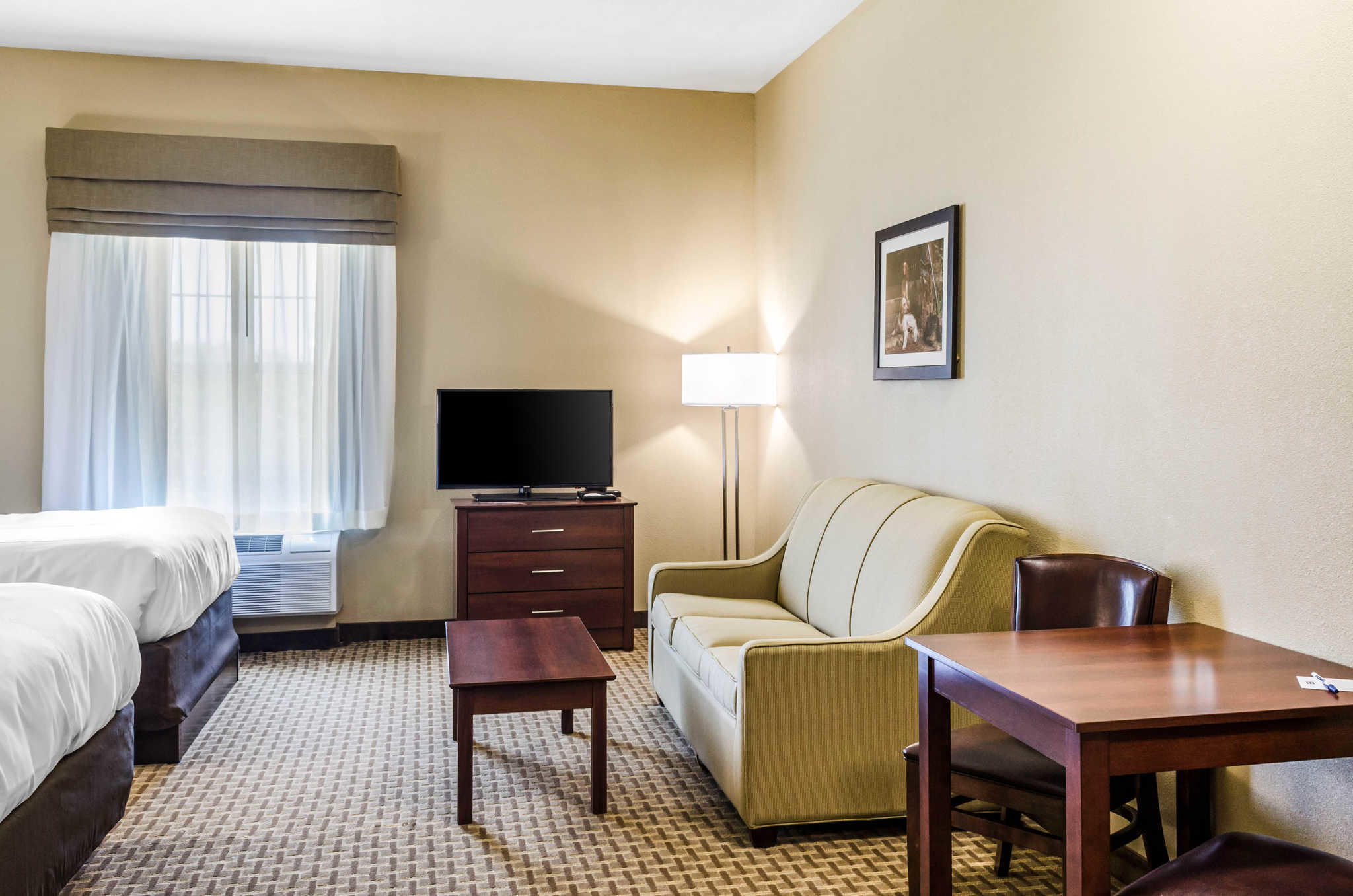 MainStay Suites Hackberry Sportsman's Lodge image 11