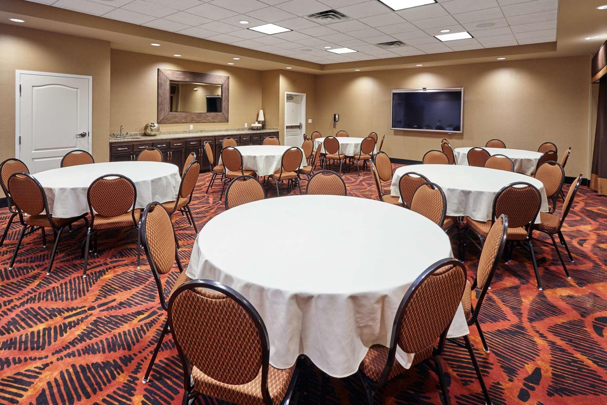 Hampton Inn & Suites Milwaukee/Franklin image 24