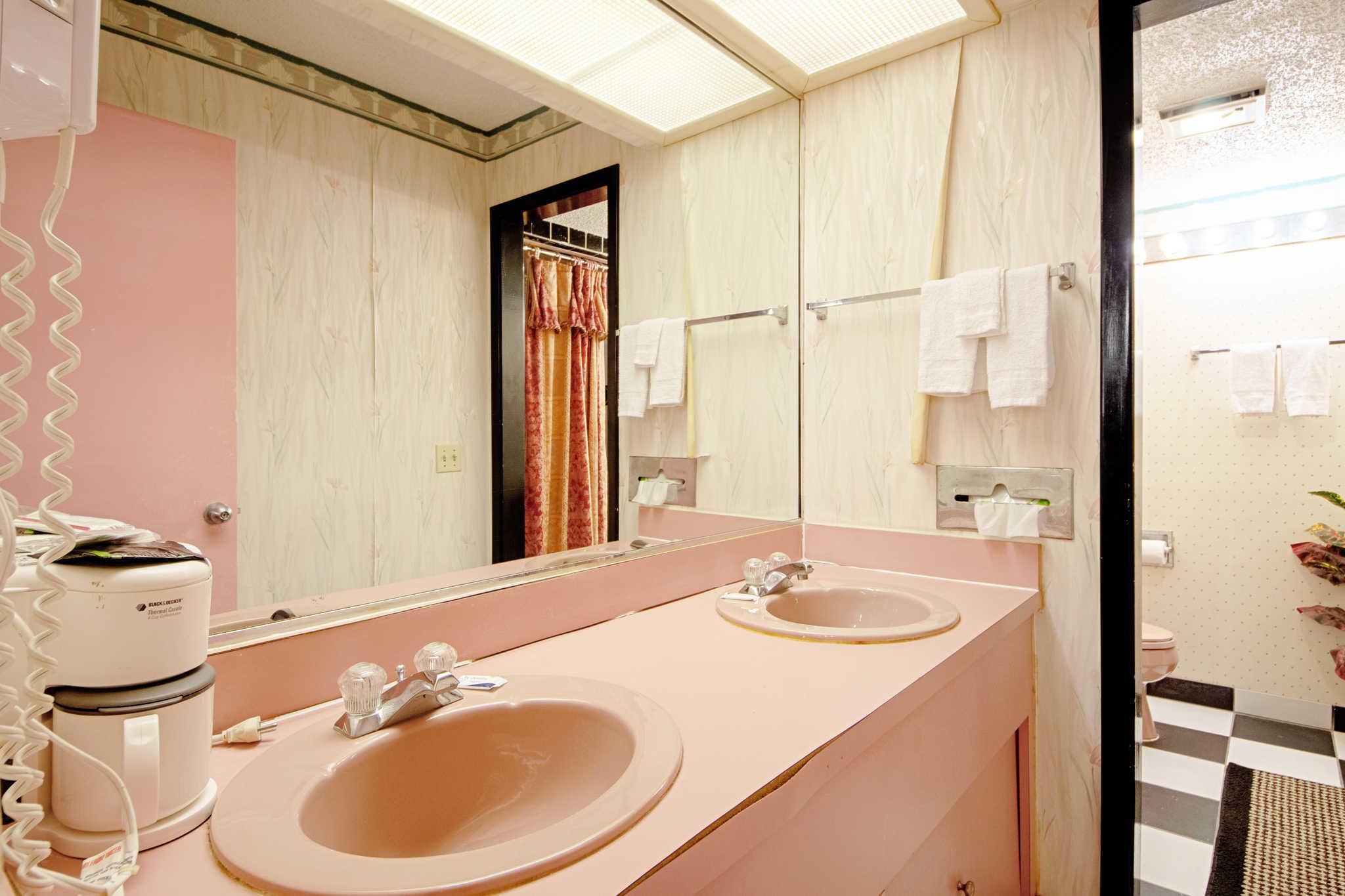 Rodeway Inn & Suites image 40