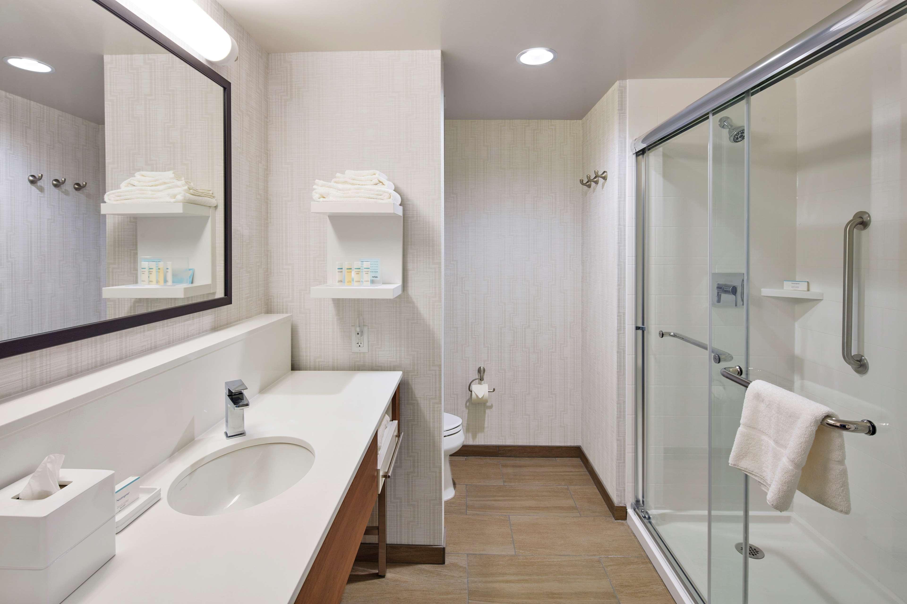 Hampton Inn & Suites Sacramento at CSUS image 38