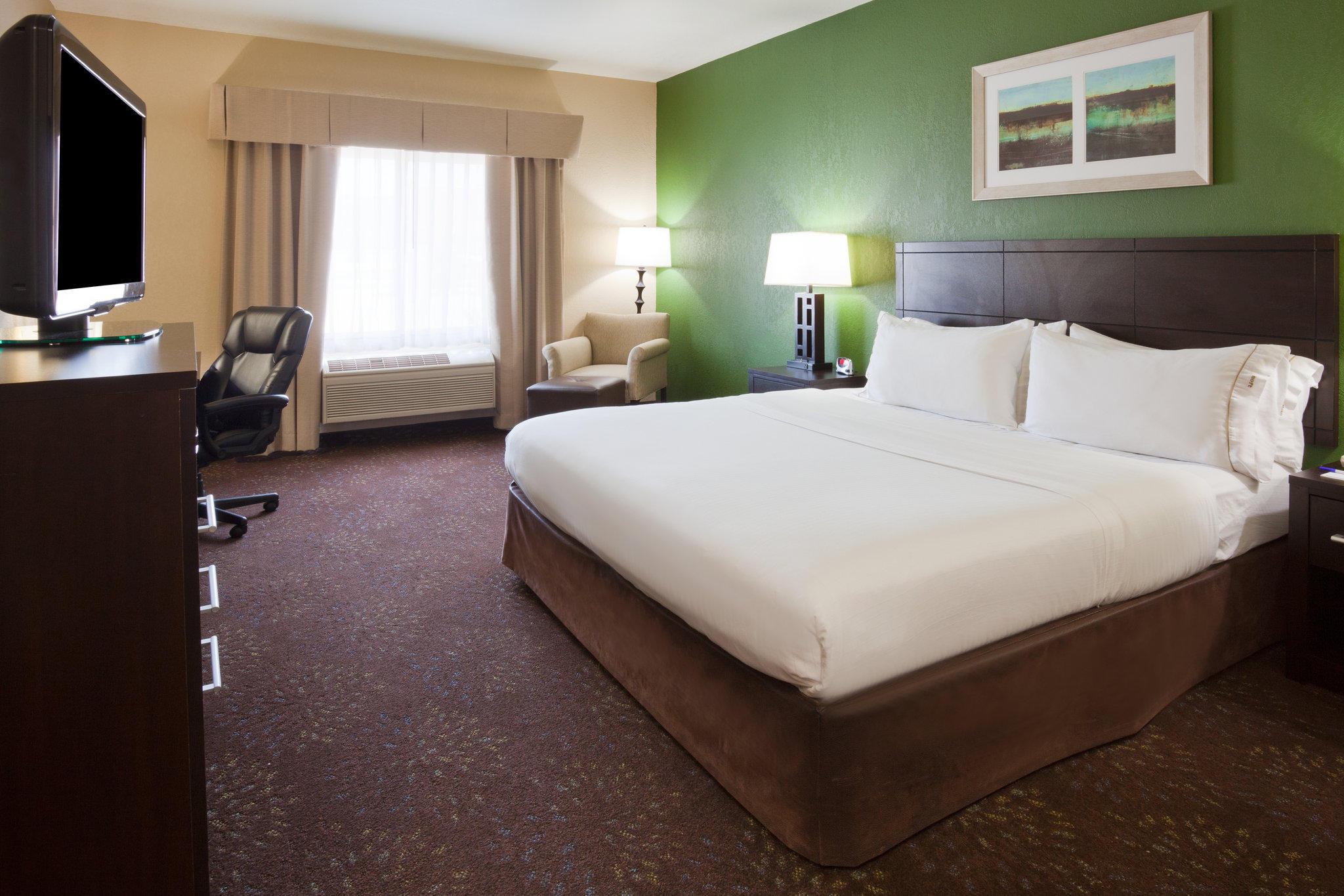 Holiday Inn Express & Suites Aberdeen