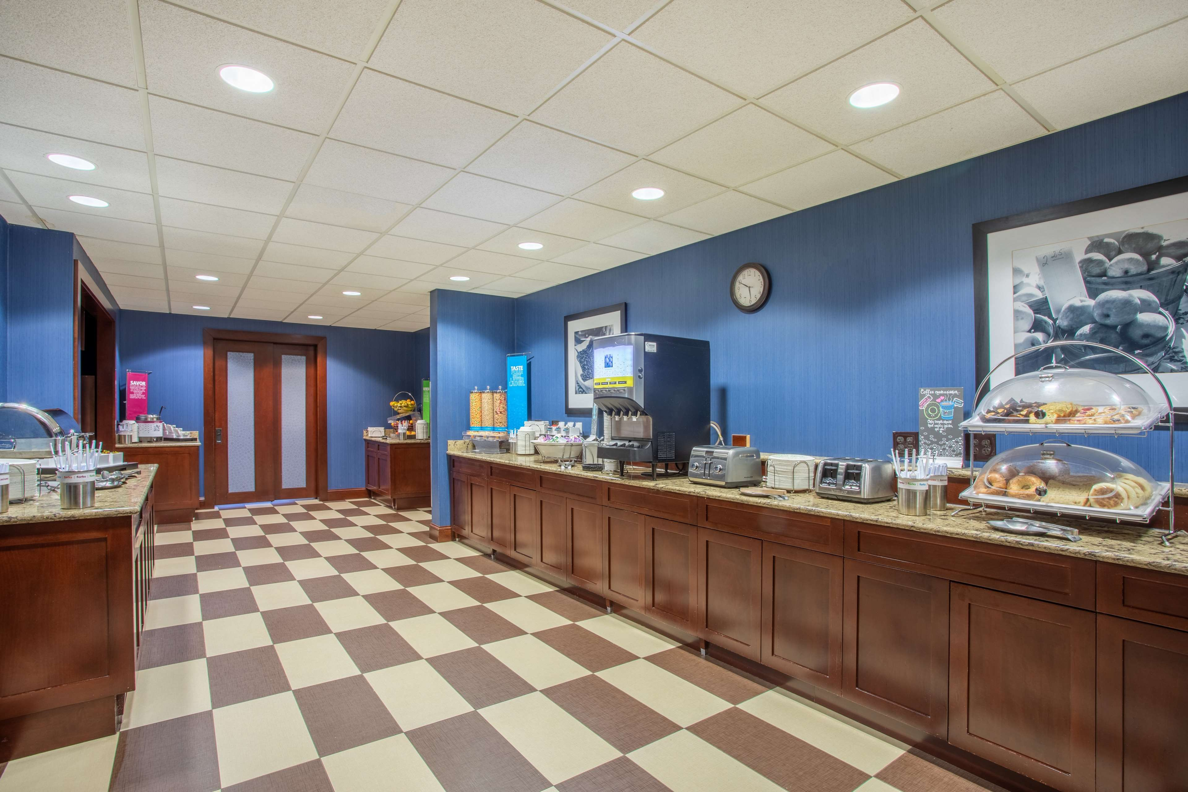 Hampton Inn Fishkill image 14