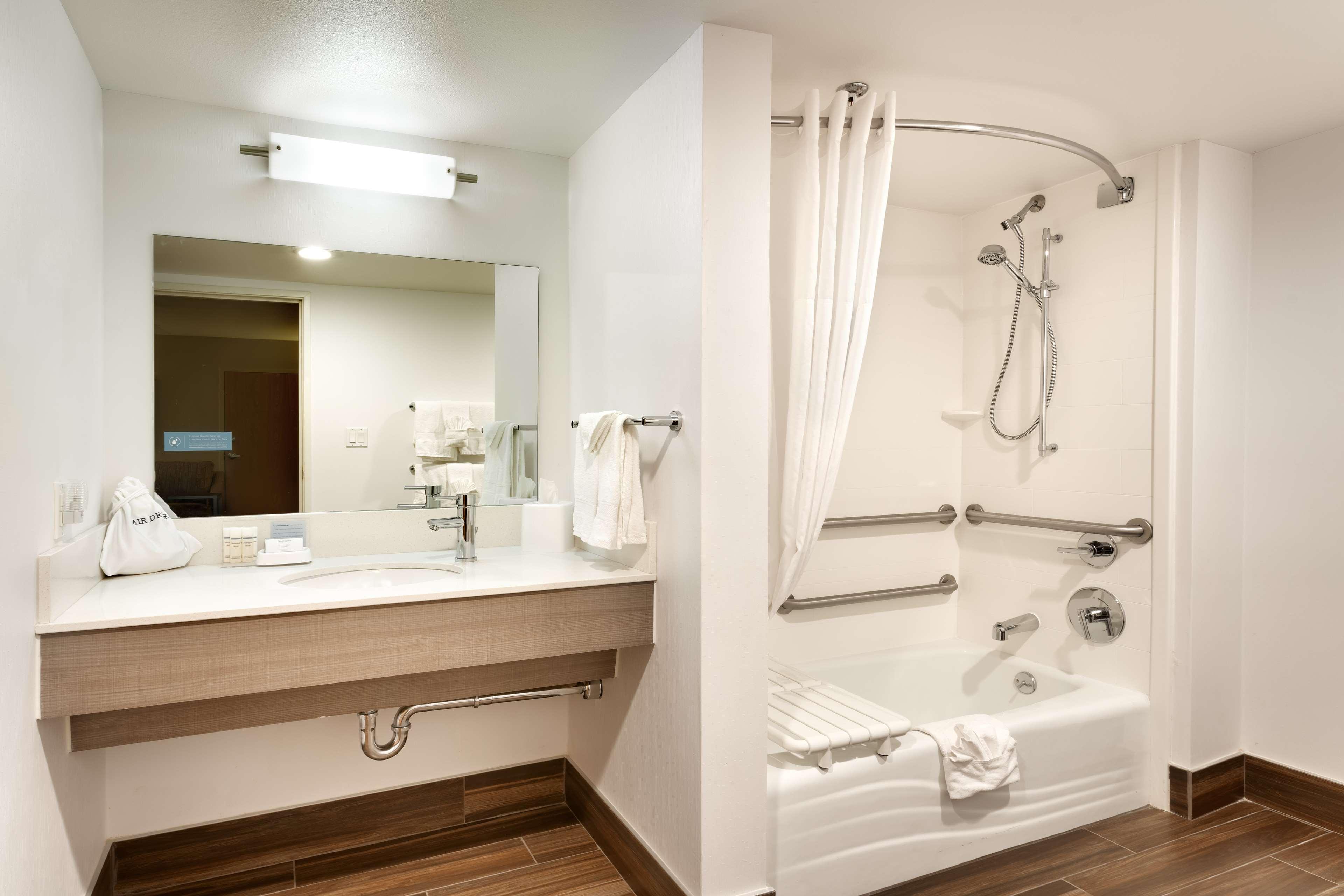 Hampton Inn & Suites Orem image 16