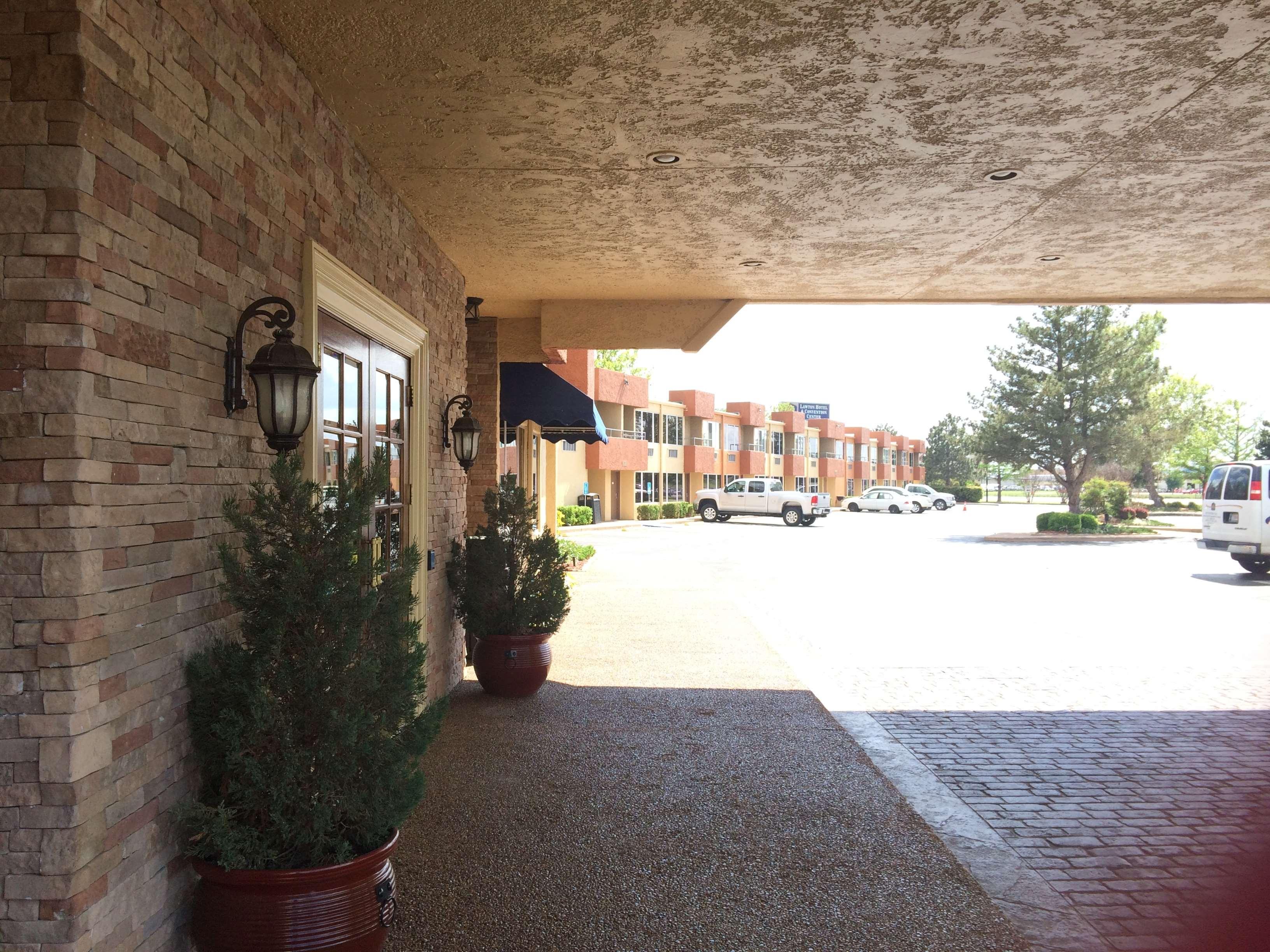 Best Western Plus Lawton Hotel & Convention Center image 2