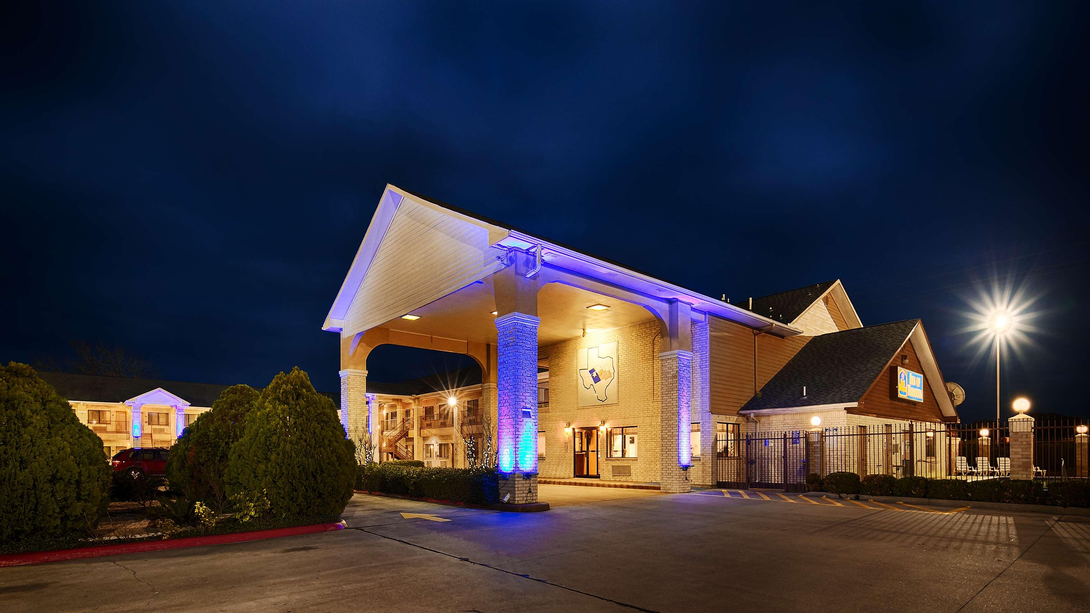 Best Western Inn of Navasota image 3