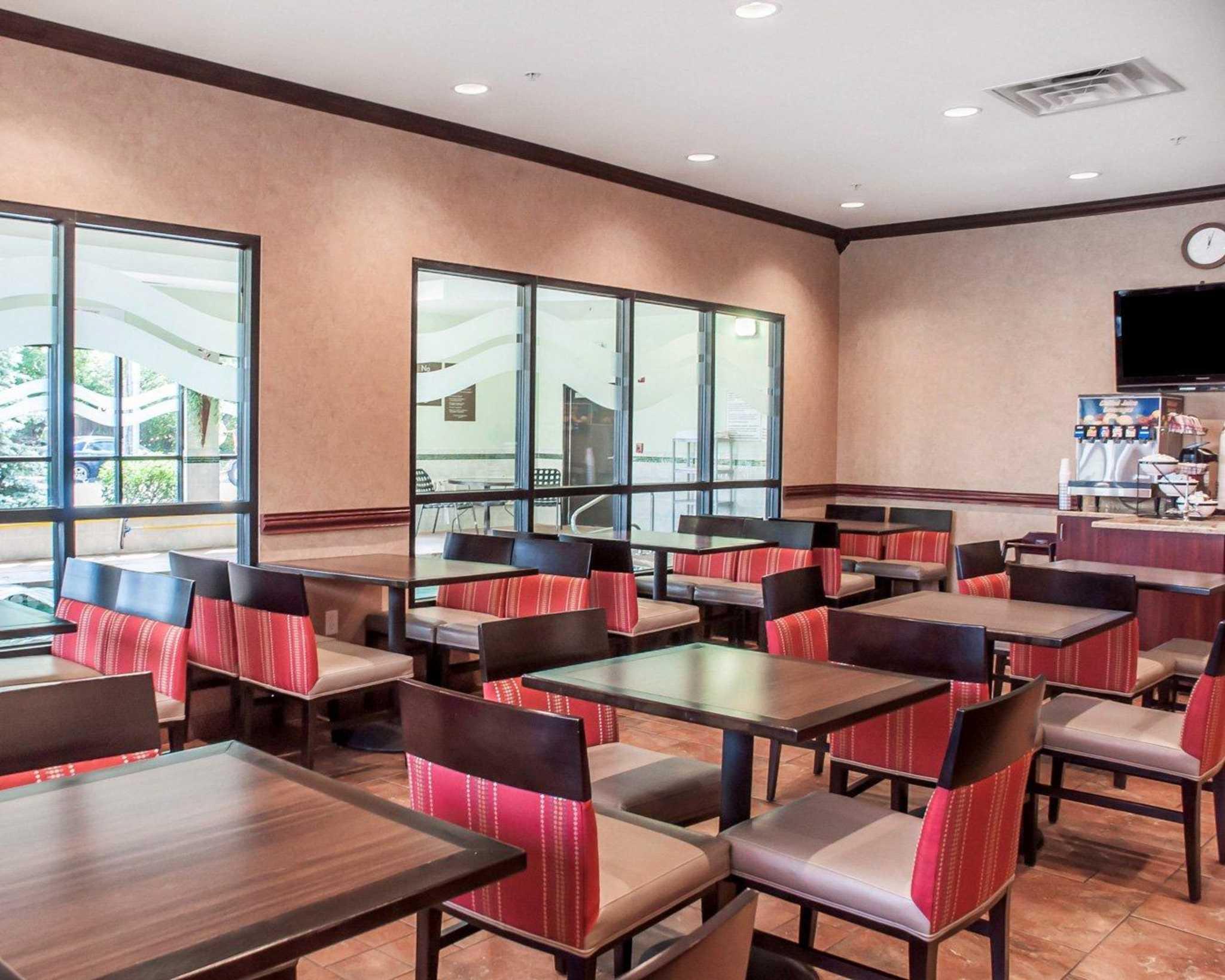 Comfort Inn Near Walden Galleria Mall image 25