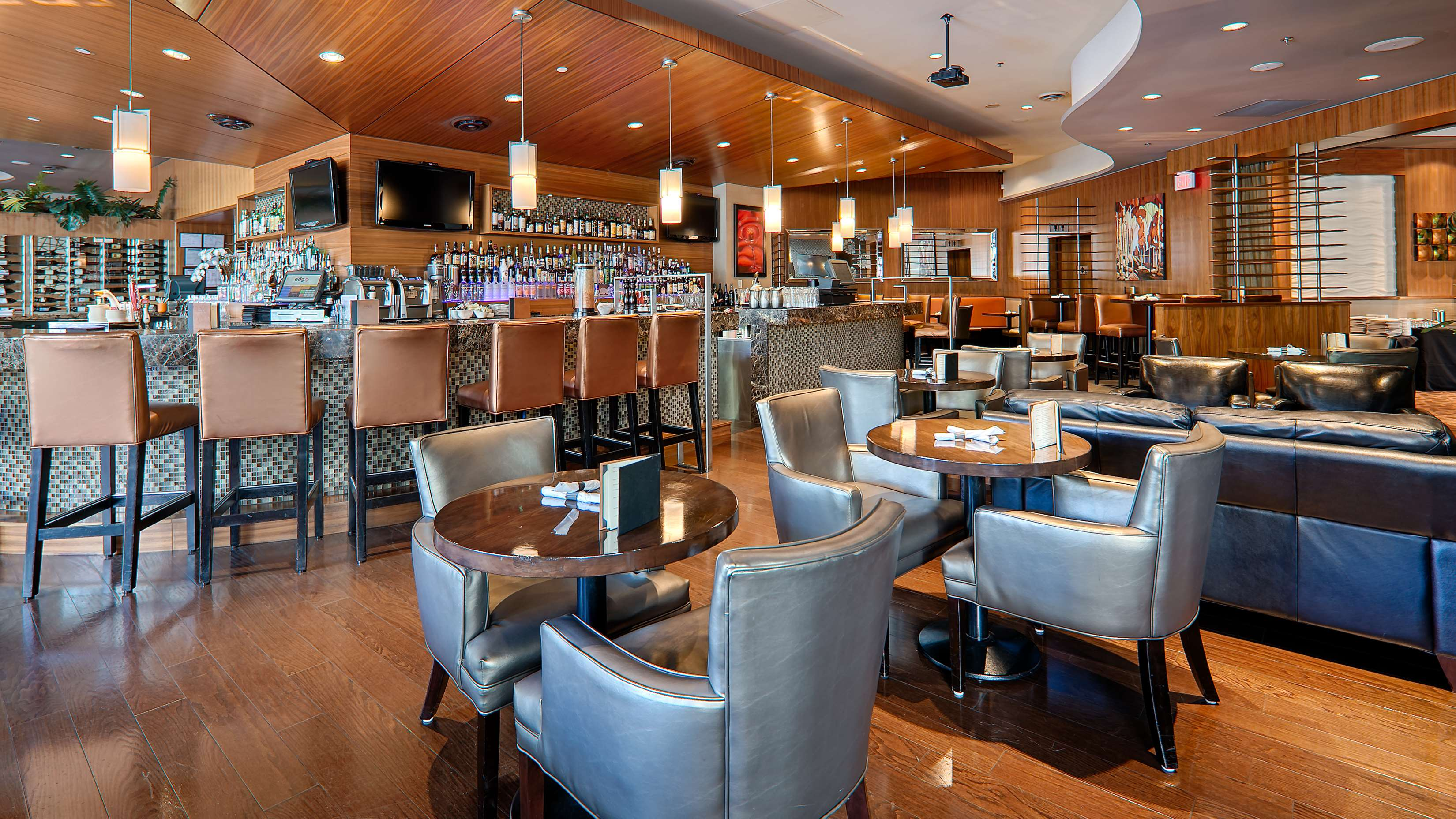 Best Western Plus Chateau Granville Hotel & Suites & Conference Ctr. in Vancouver: Bar/Lounge