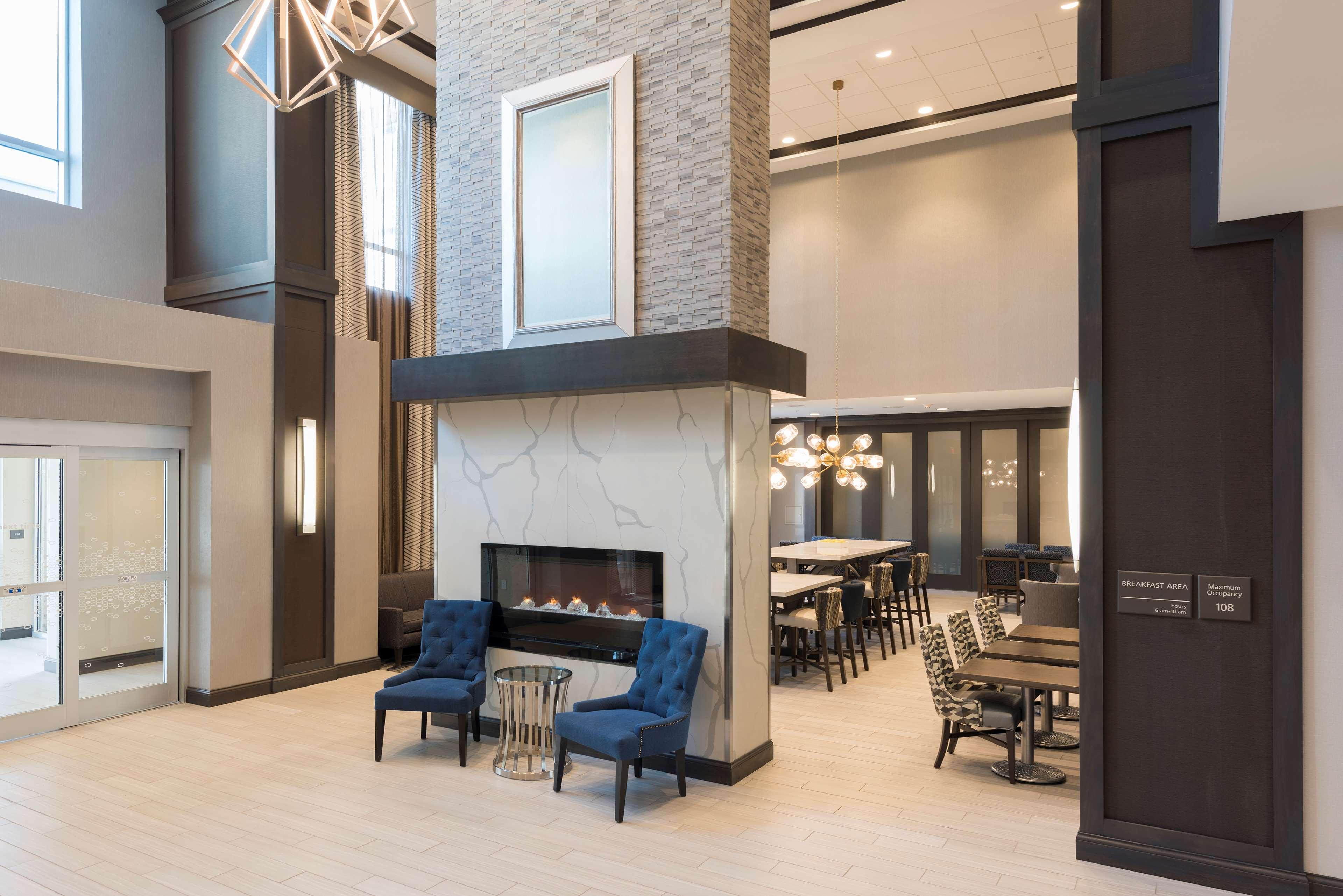 Hampton Inn & Suites Indianapolis-Keystone image 3