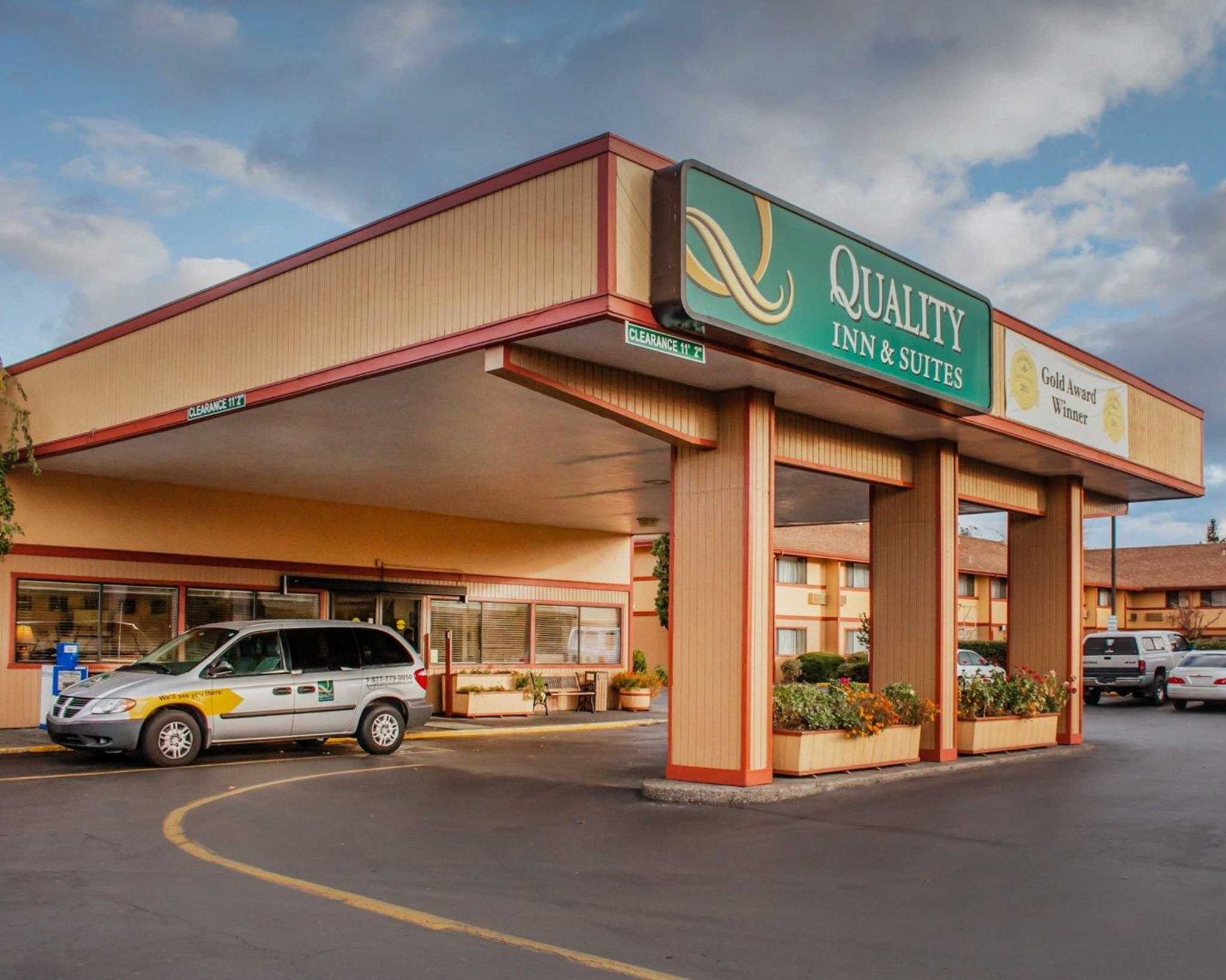 Quality Inn and Suites Airport image 0