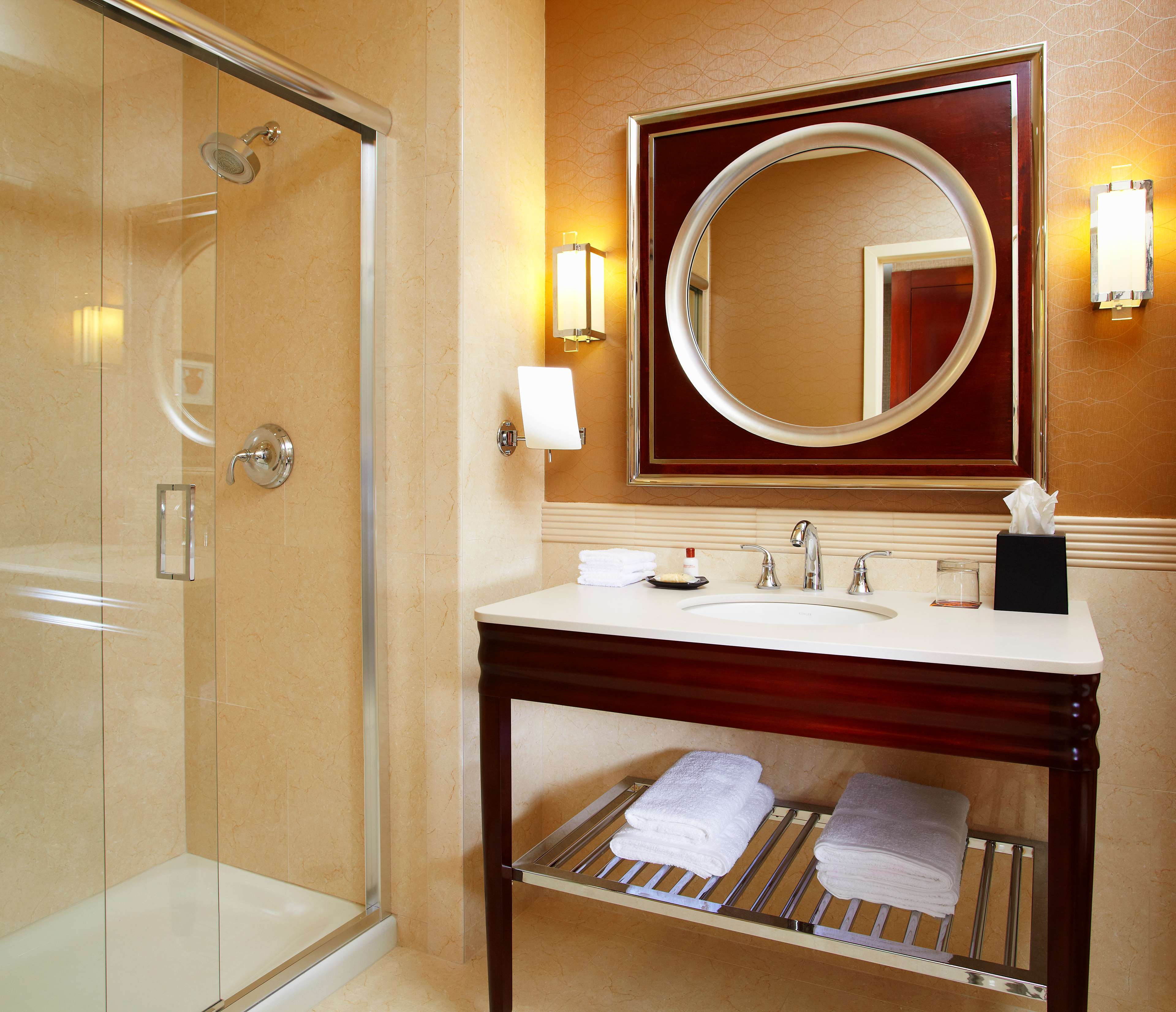 Sheraton Cavalier Saskatoon Hotel in Saskatoon: Guest Bathroom