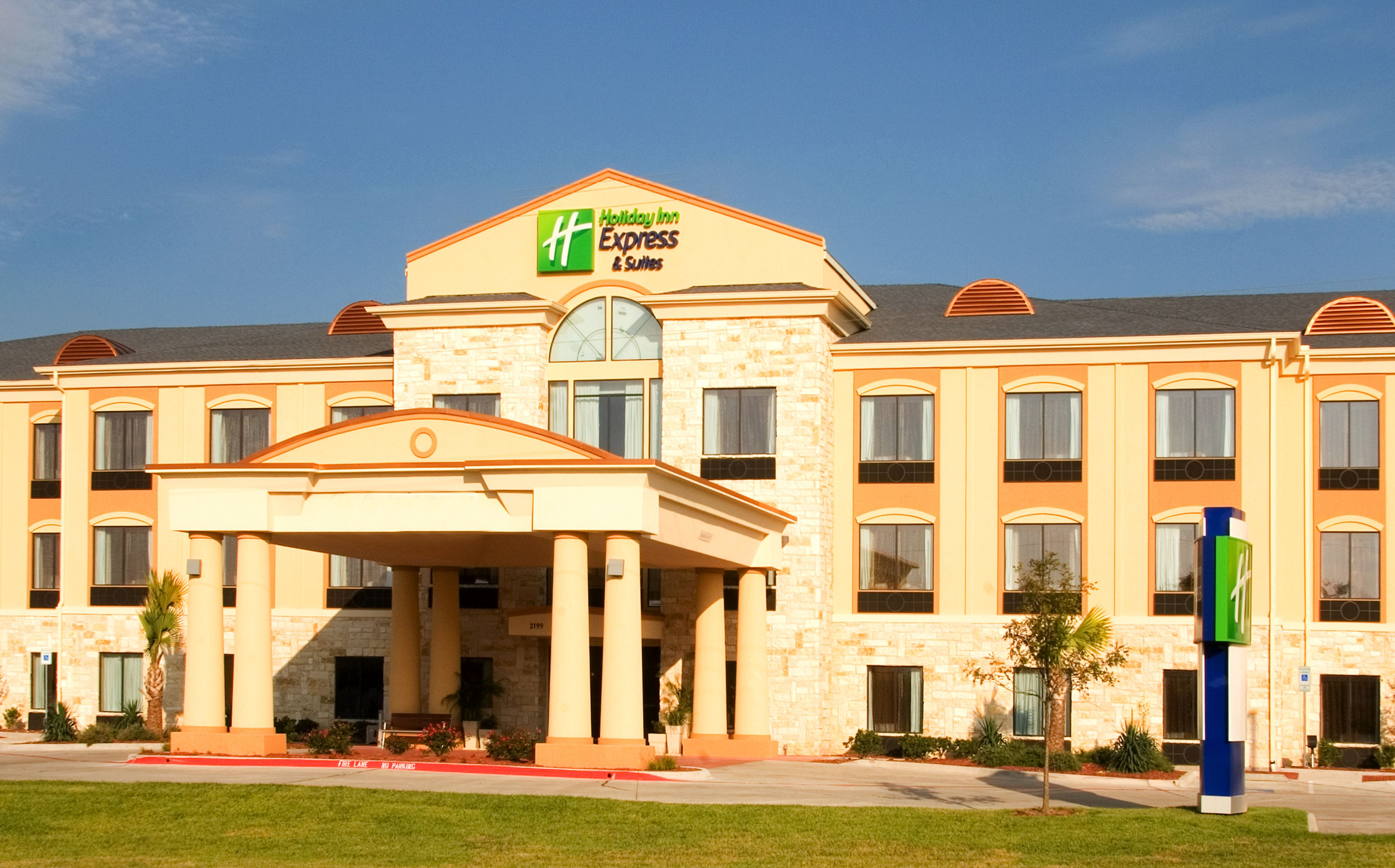 Holiday inn express suites beaumont nw parkdale mall for Sander s motor co beaumont tx