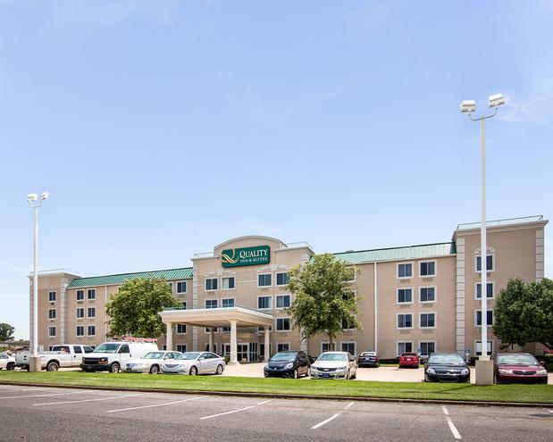 Quality Inn Suites In Bossier City La 71112 Citysearch Hotel Near Me Best Hotel Near Me [hotel-italia.us]