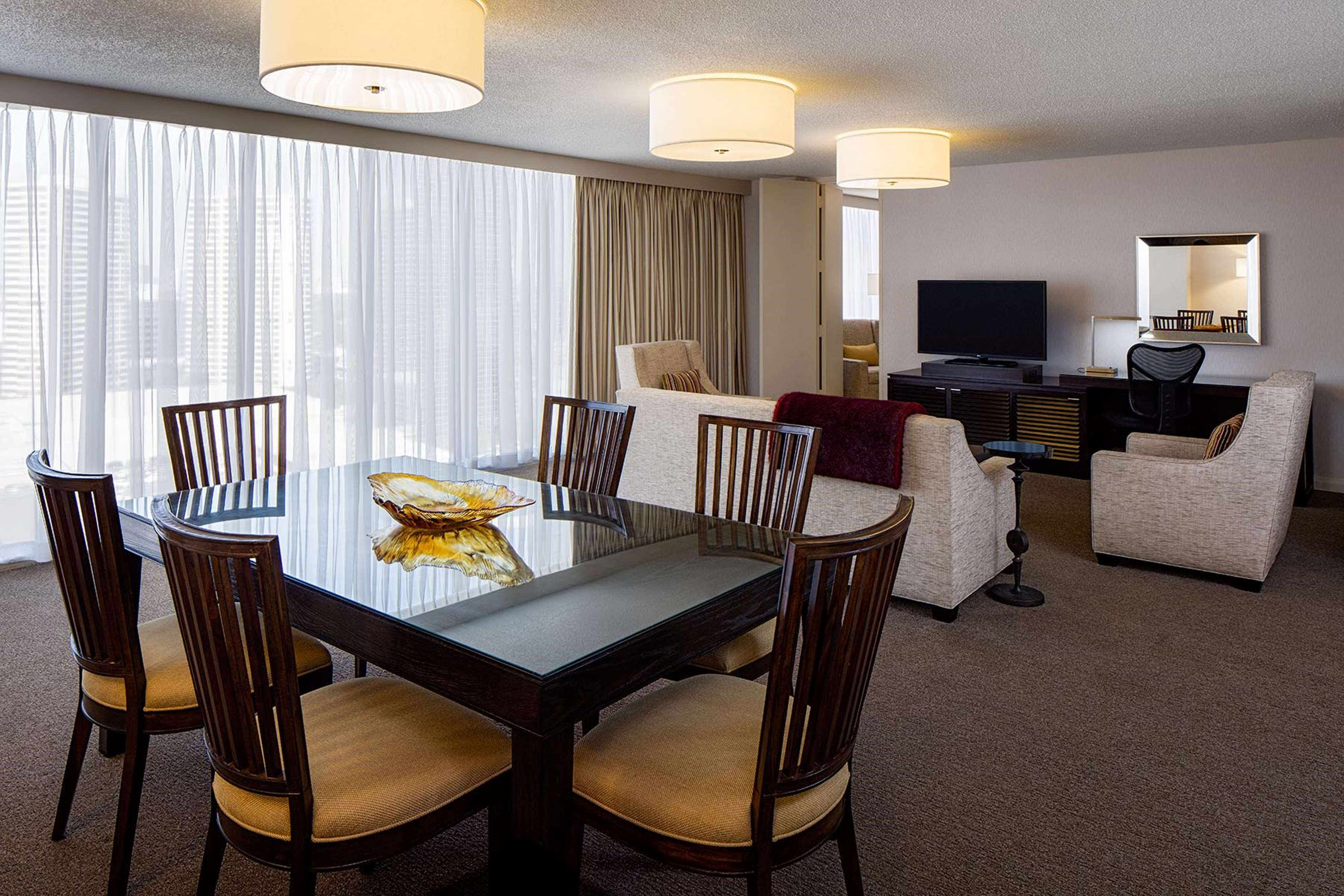 DoubleTree by Hilton Hotel Houston - Greenway Plaza image 23
