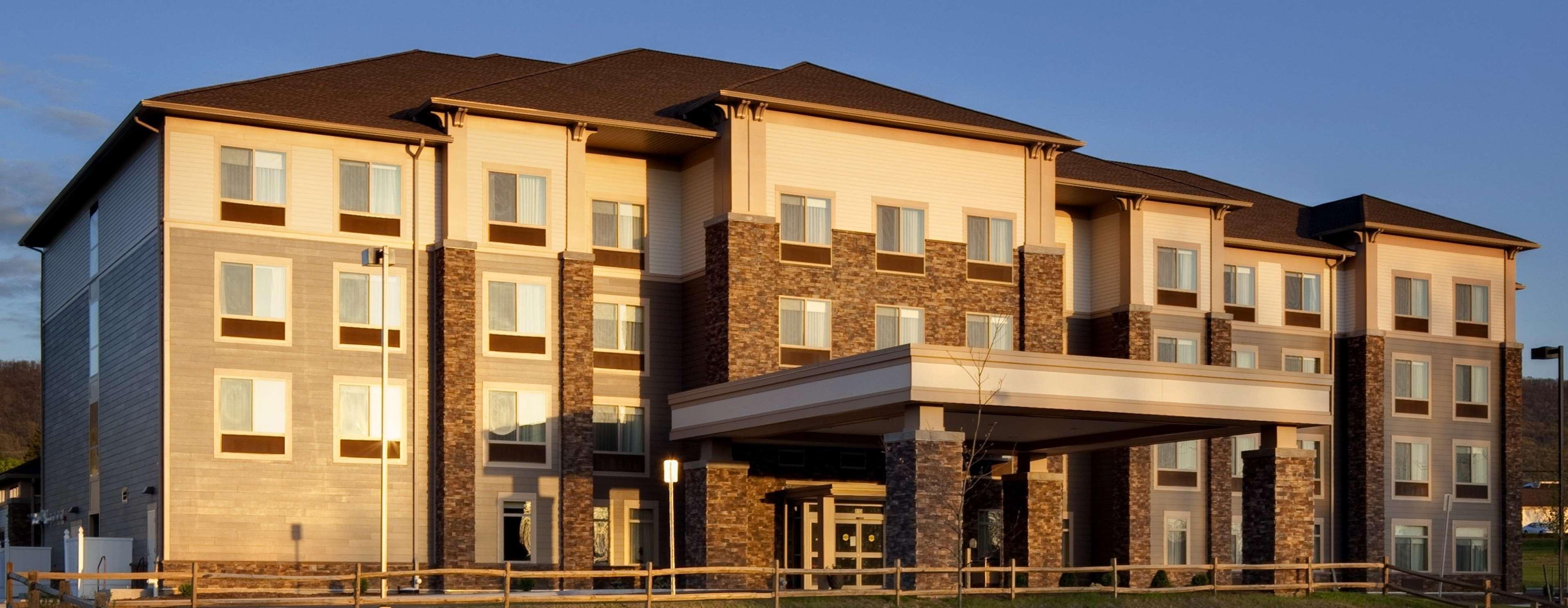 Best Western Plus University Park Inn & Suites image 12