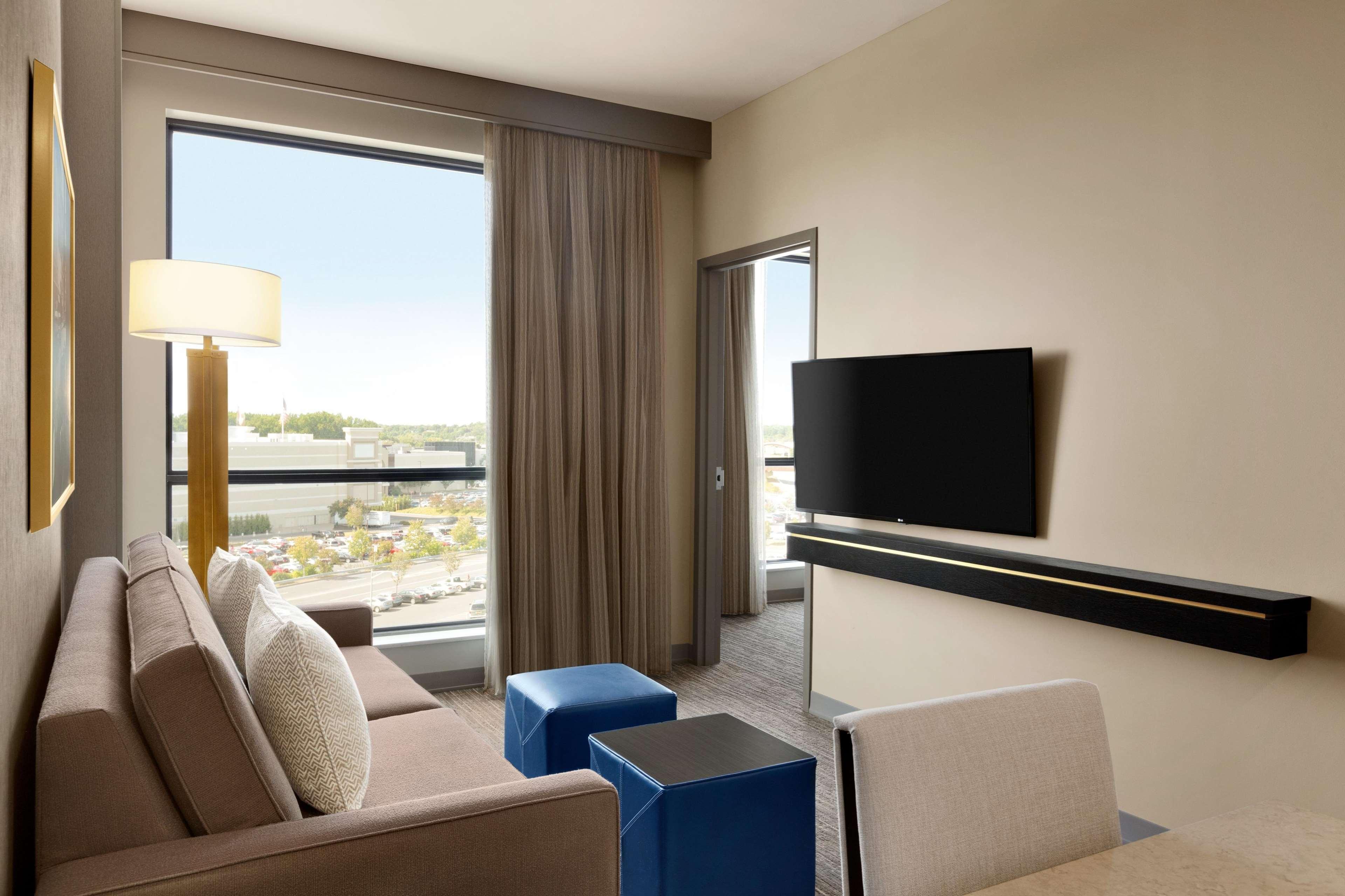 Embassy Suites by Hilton Syracuse Destiny USA image 12