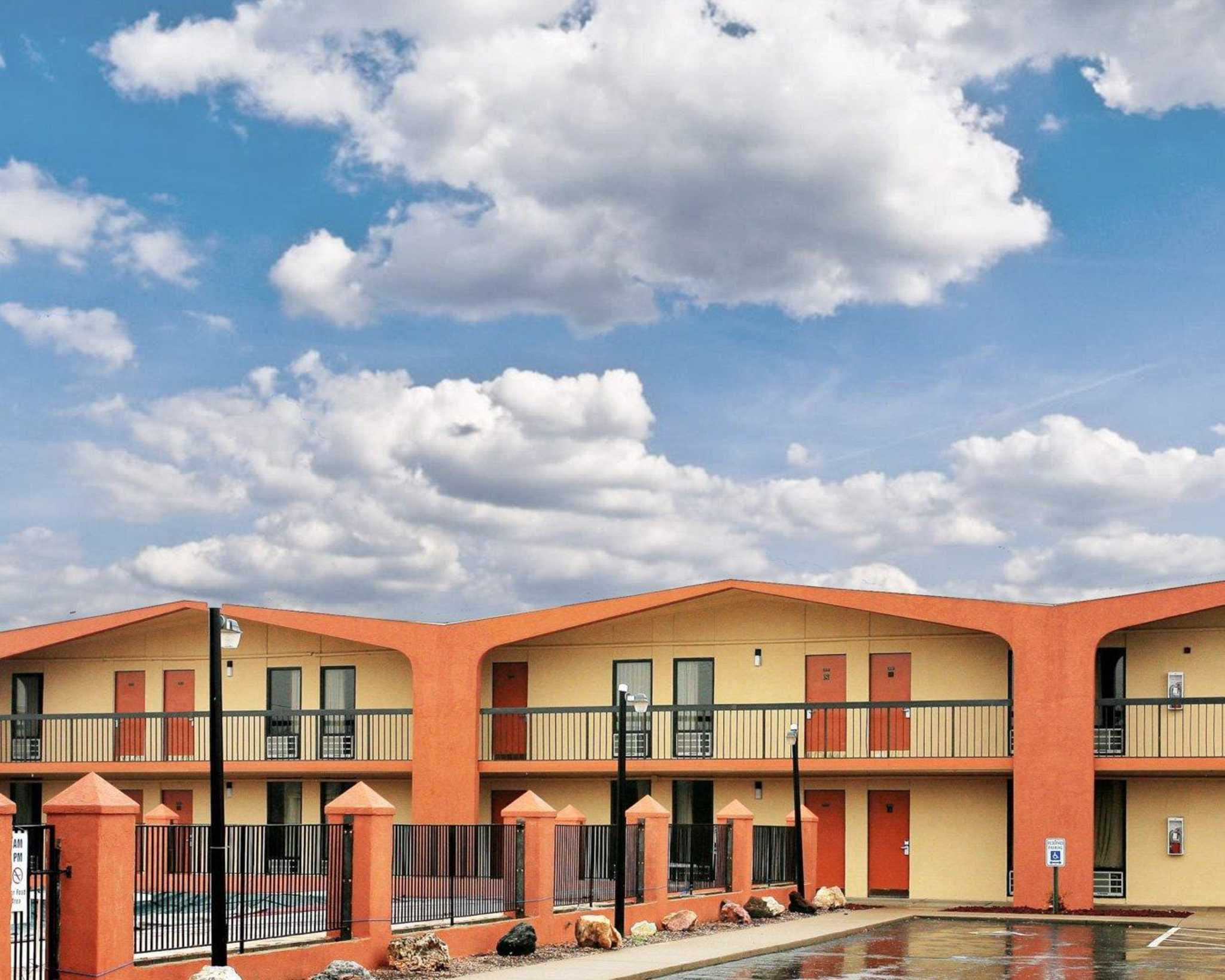 quality inn northwest in lexington ky 623 207 7. Black Bedroom Furniture Sets. Home Design Ideas