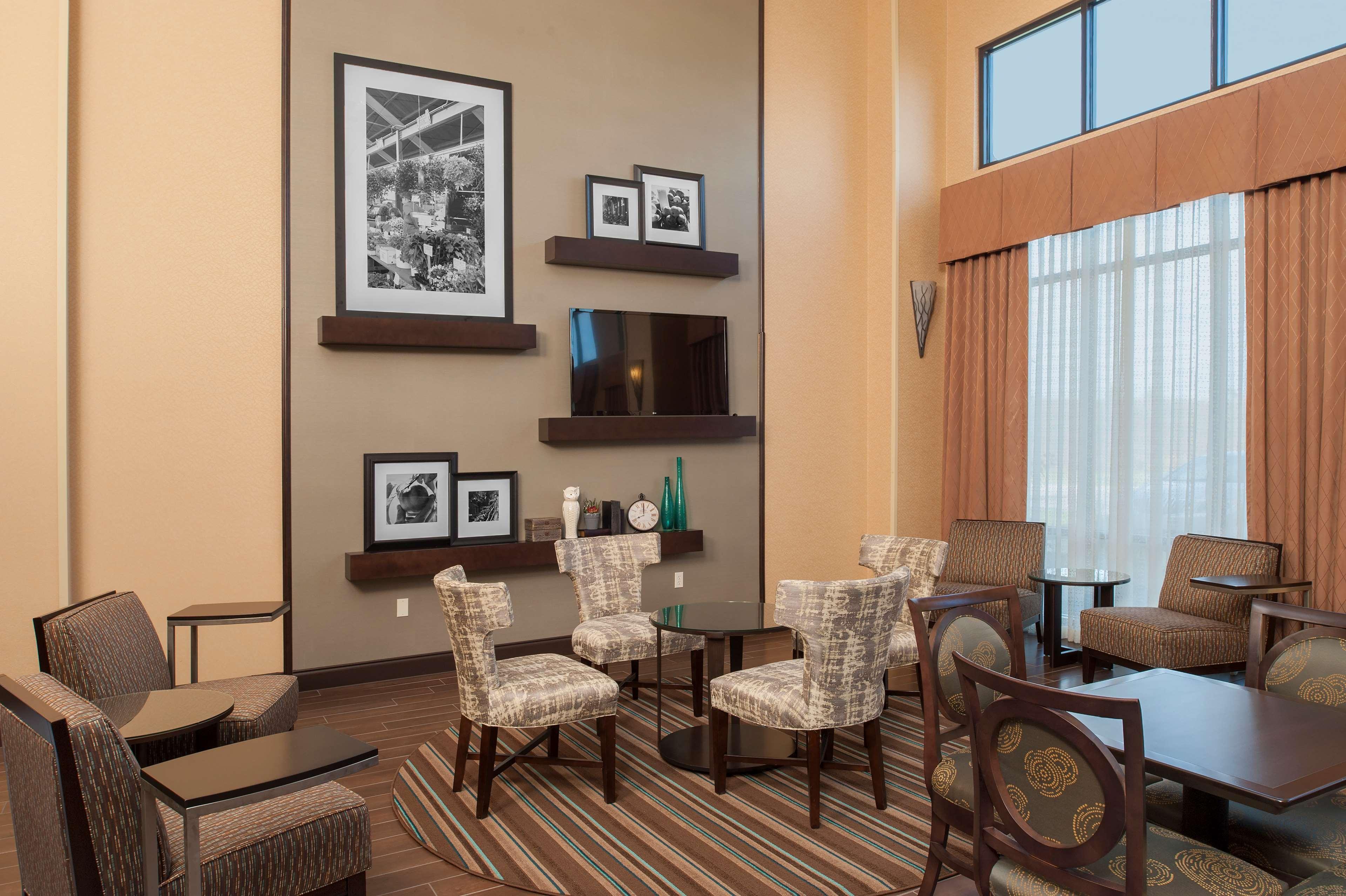 Hampton Inn & Suites Grand Rapids-Airport 28th St image 2