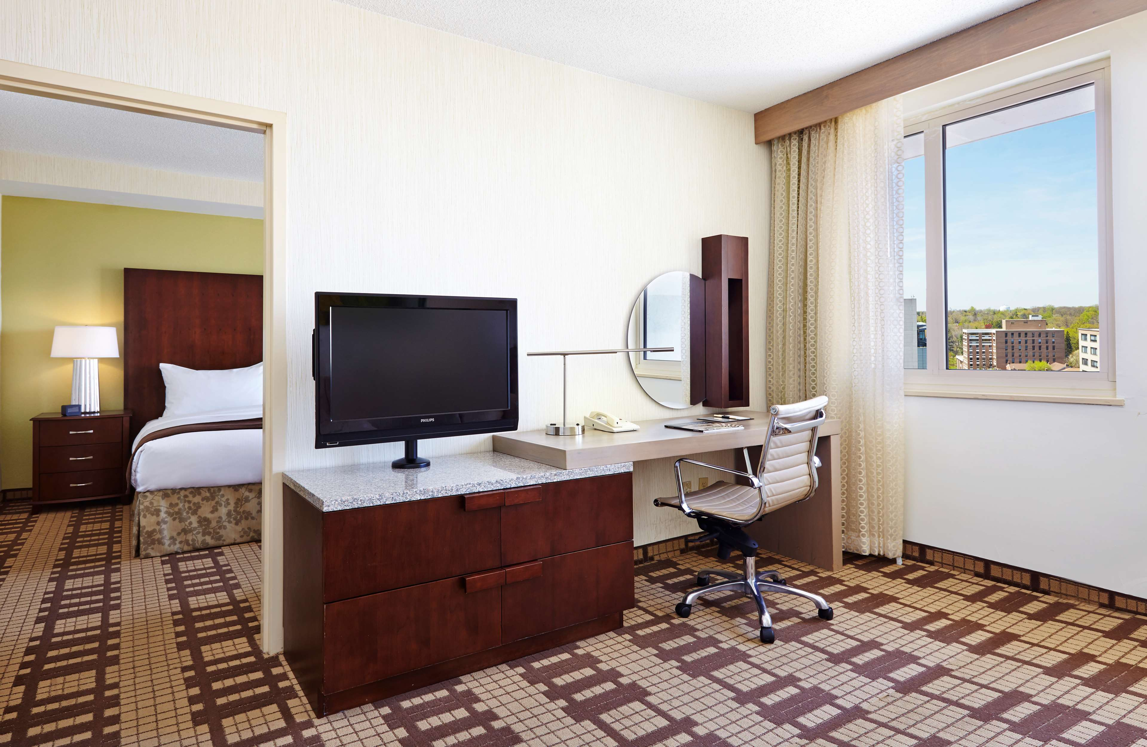 DoubleTree by Hilton Hotel Washington DC - Silver Spring image 9