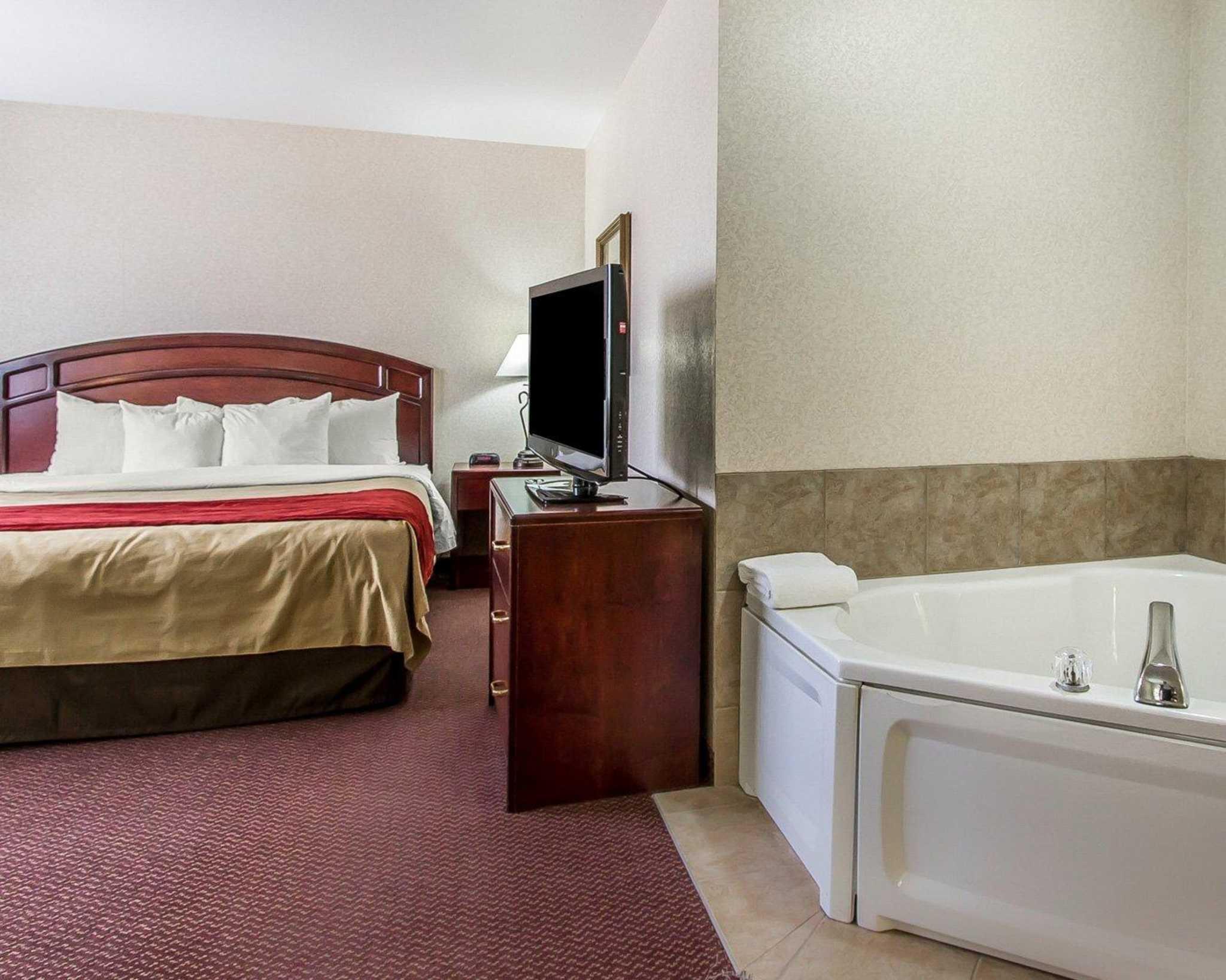 Quality Inn & Suites image 10