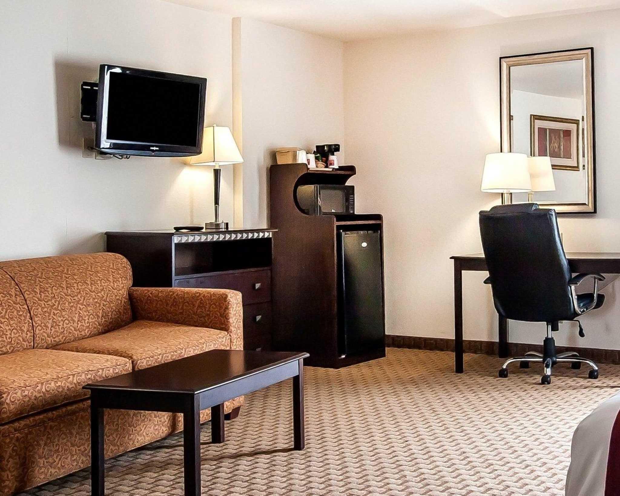 Comfort Suites Jackson-Cape Girardeau image 11