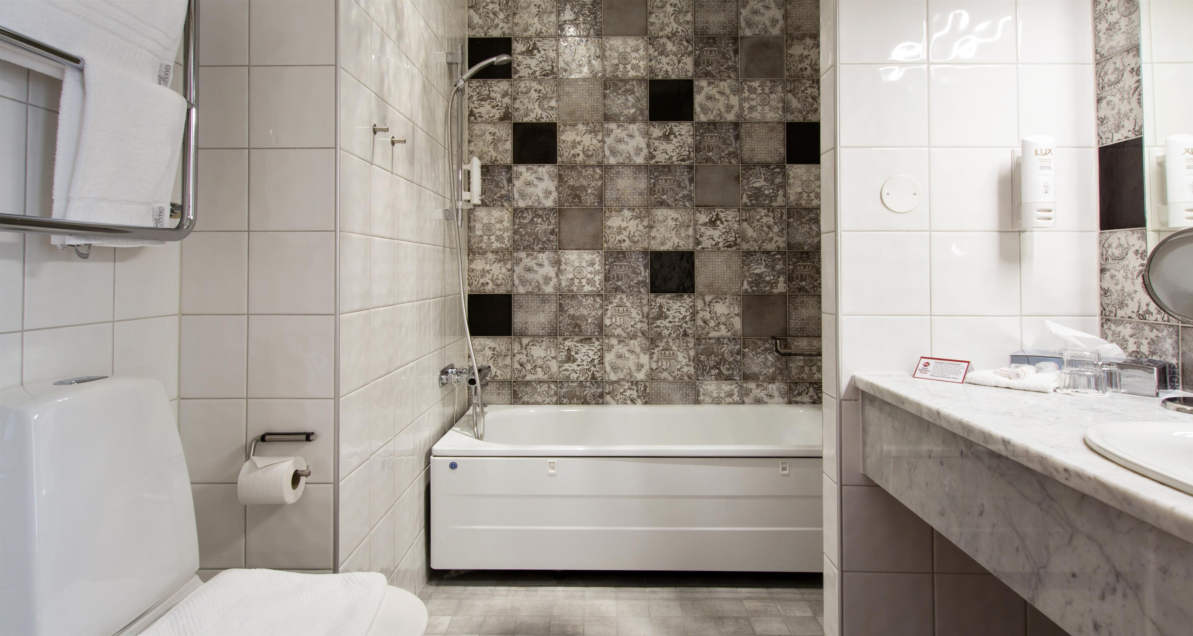 Best Business Room, Bathroom