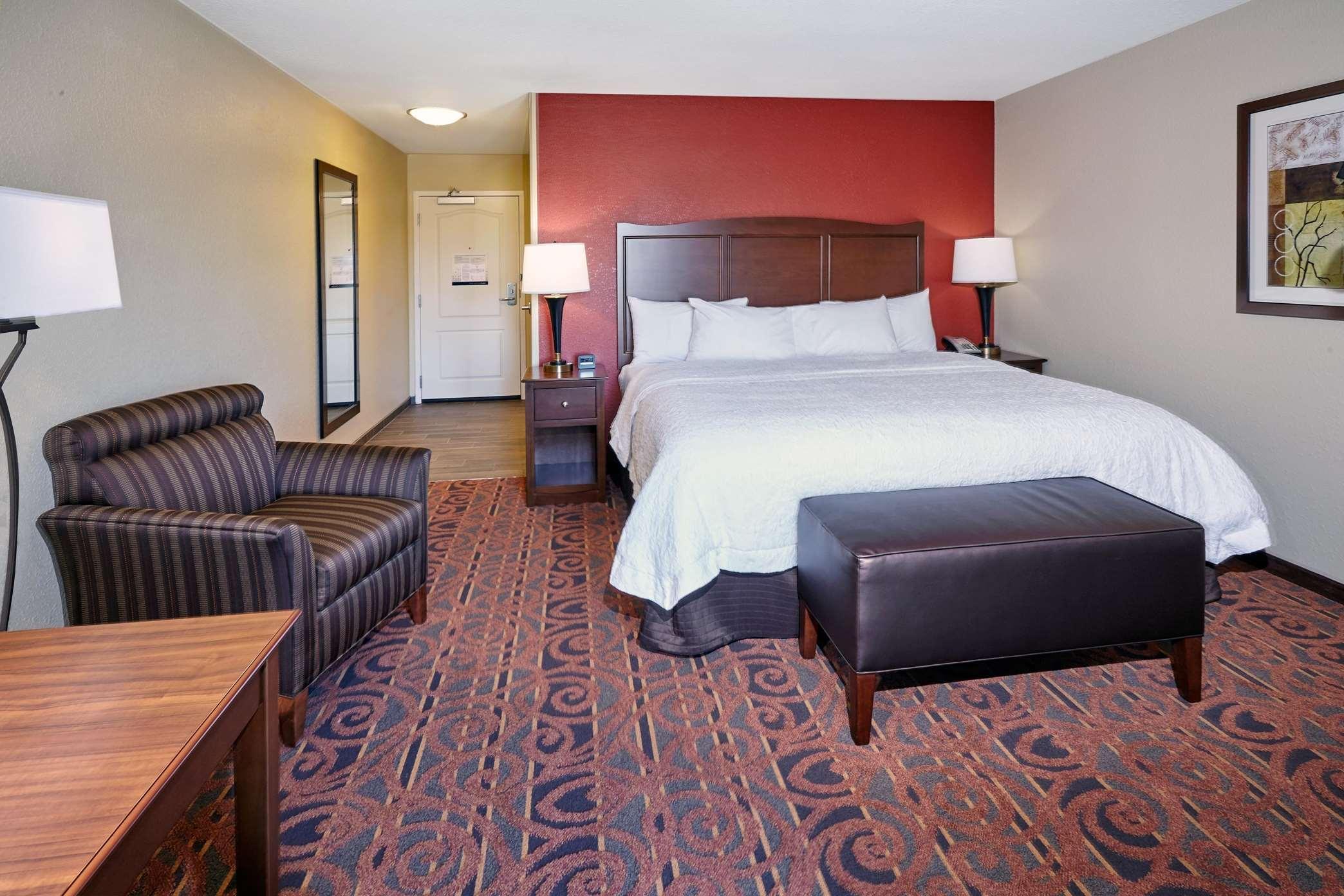 Hampton Inn & Suites Milwaukee/Franklin image 36